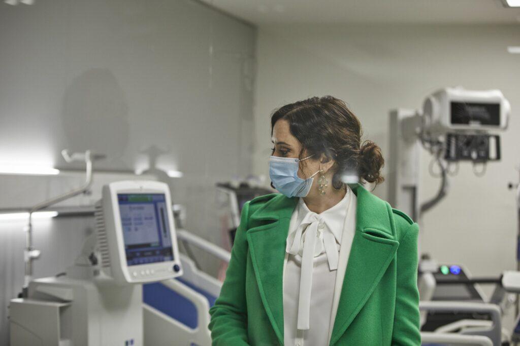 Isabel Díaz Ayuso visita un hospital durant la pandèmia, en una imatge d'arxiu   Europa Press