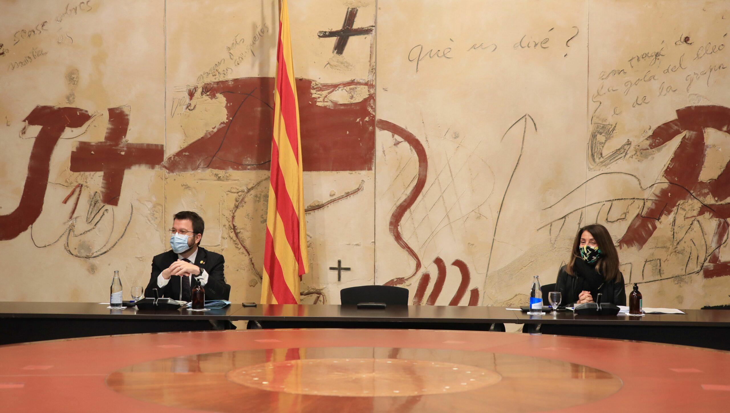 El vicepresident amb funcions de president, Pere Aragonès, i la consellera Meritxell Budó, durant la reunió del Consell Executiu del Govern
