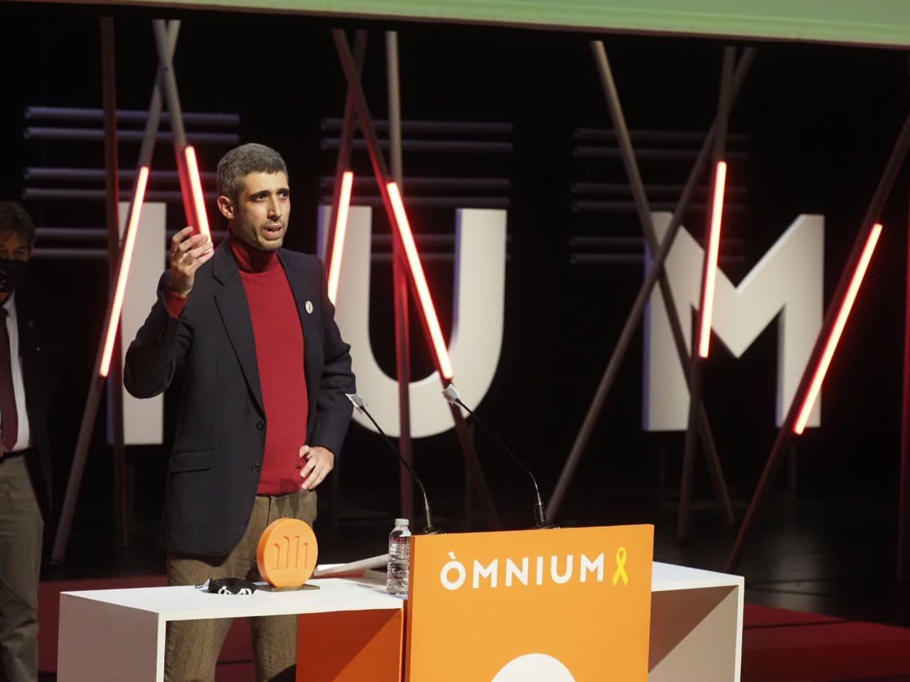 Víctor Garcia Tur recollint el premi Sant Jordi   ACN