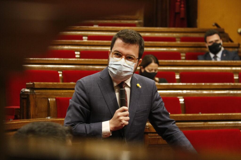El vicepresident de la Generalitat amb funcions de president, Pere Aragonès, al ple del Parlament