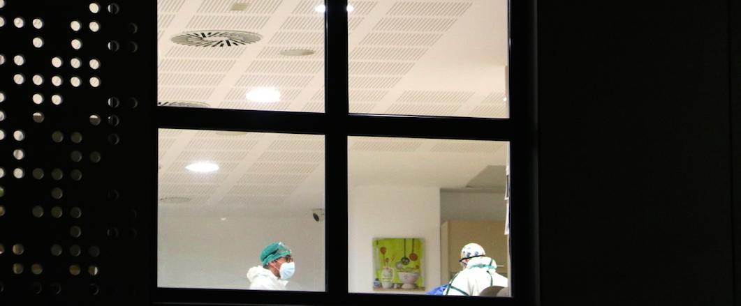 Treballadors de la residència l'Onada de Santpedor, on el desembre es va declarar un brot de Covid-19 | ACN