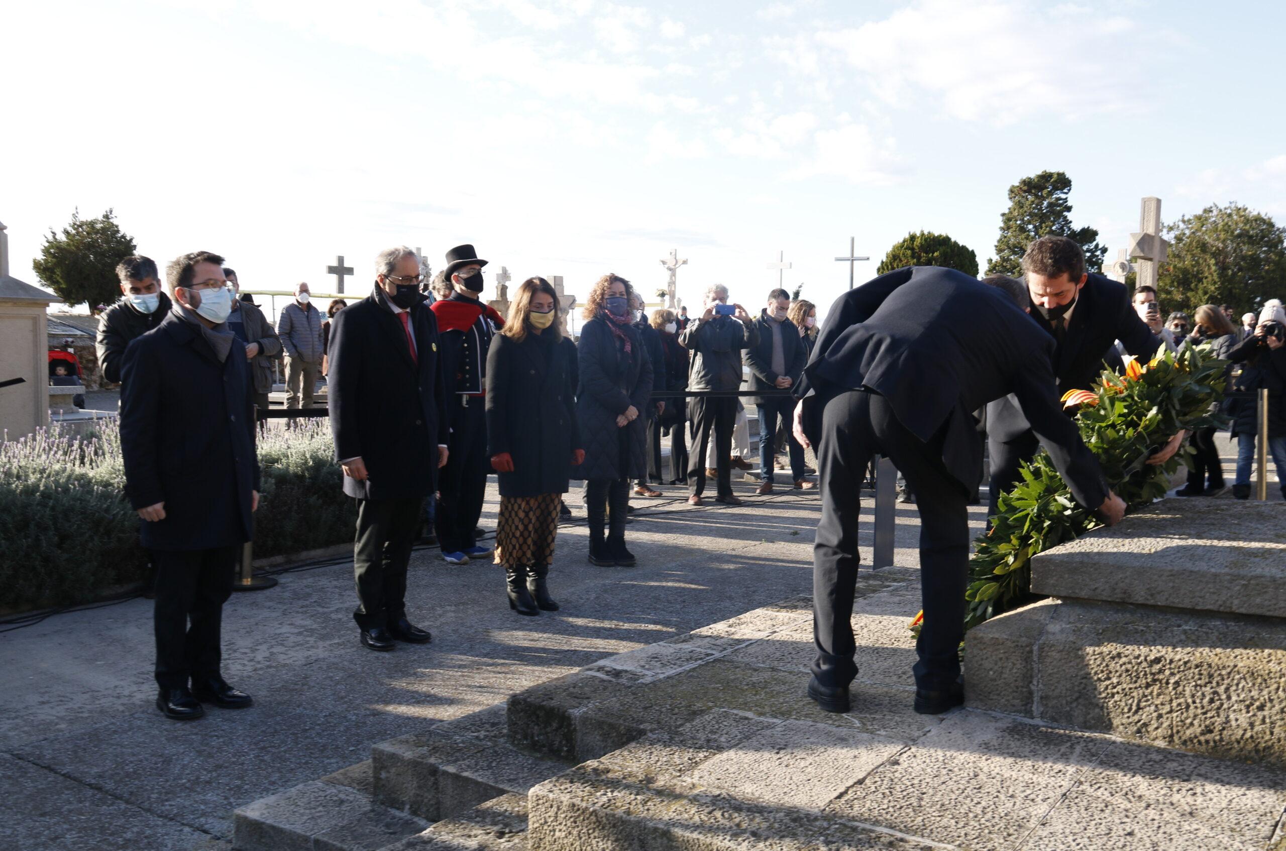 L'ofrena del Govern en funcions a la tomba de l'expresident de la Generalitat Francesc Macià amb Pere Aragonès, Quim Torra i Meritxell Budó el 25 de desembre de 2020 / ACN