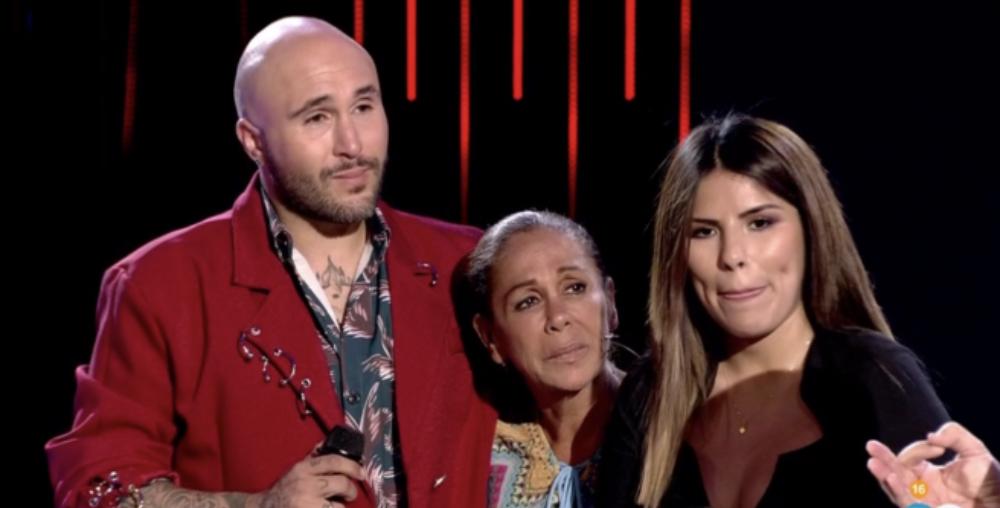 Isabel Pantoja, amb els seus fills en un plató de televisió / Telecinco