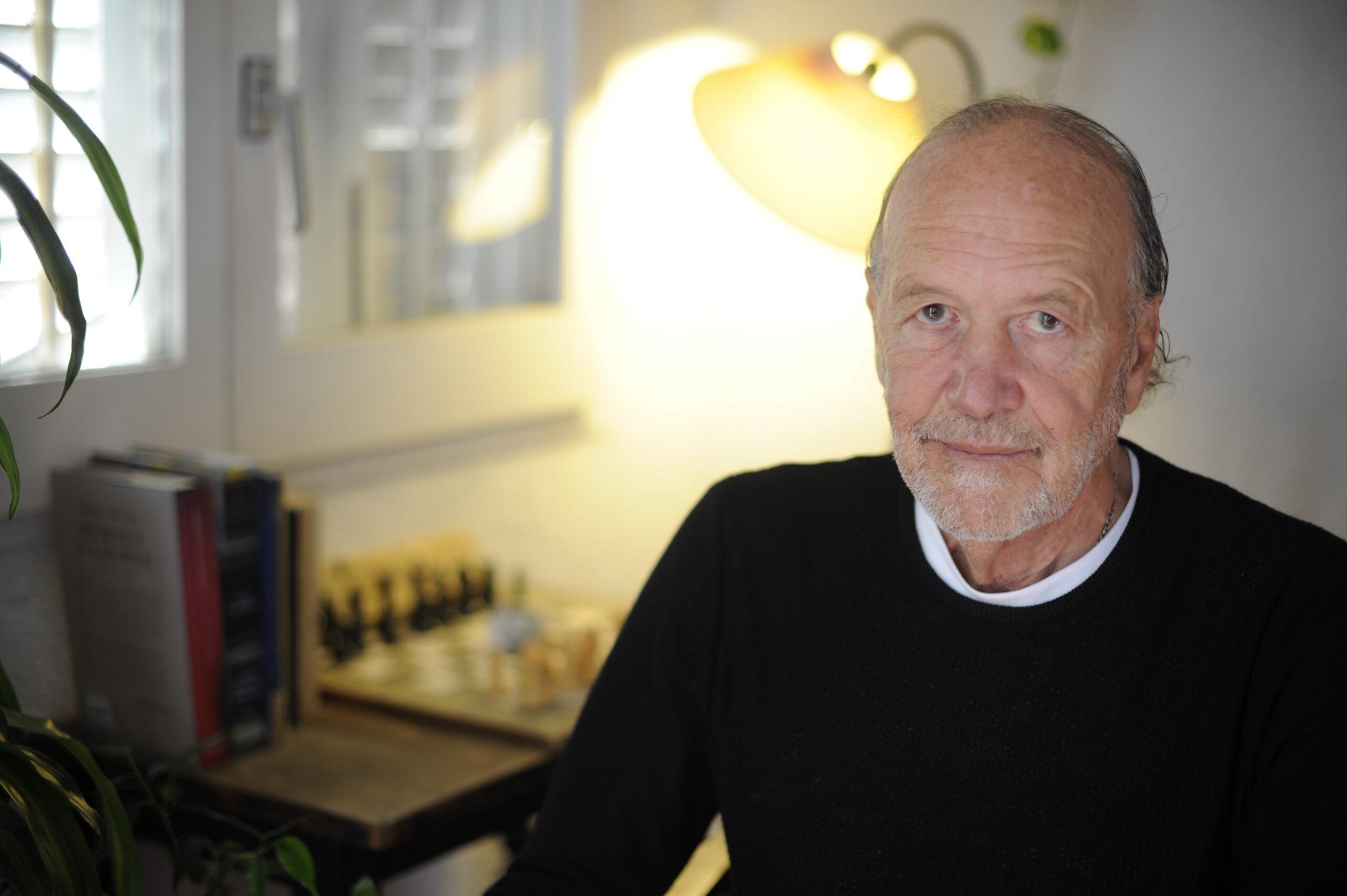 L'autor de 'Doce kayaks azules en Portlligat', Mútur H. Mor | ACN