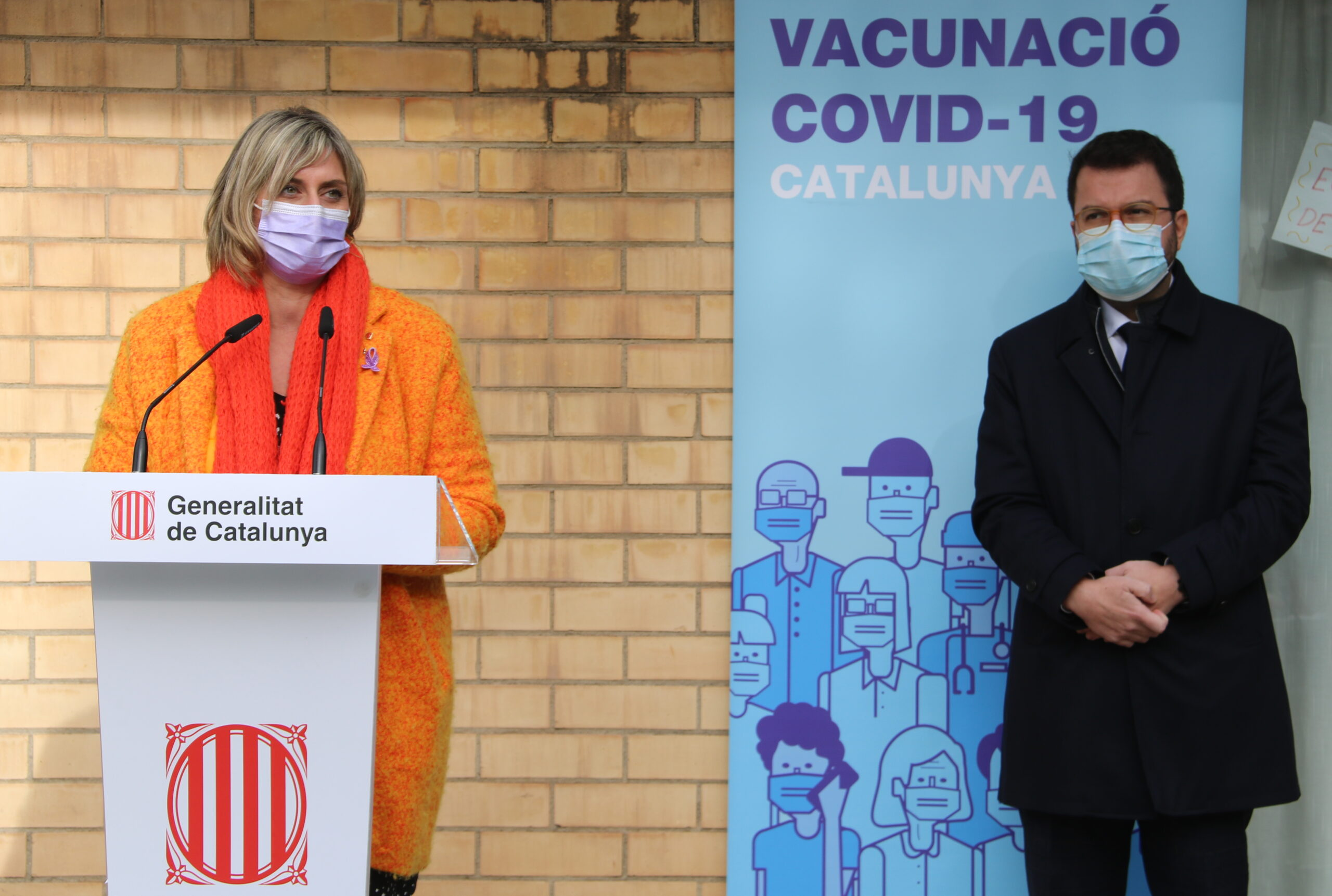 La consellera de Salut, Alba Vergés, i el vicepresident, Pera Aragonès, durant la roda de premsa de l'inici de la vacunació contra la Covid, el 27 de desembre del 2020 / ACN