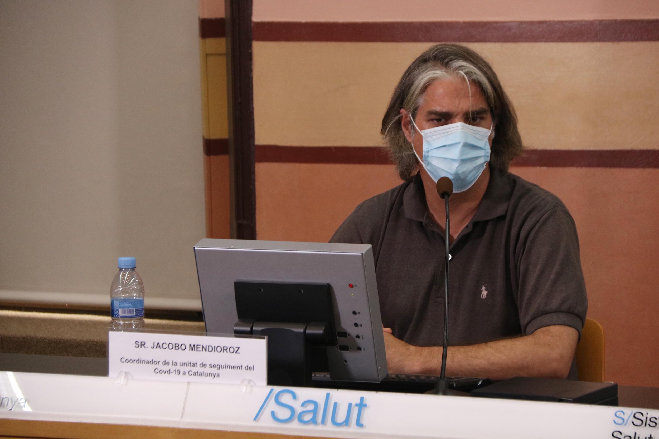 El coordinador de la unitat de seguiment de la covid-19 a Catalunya, Jacobo Mendioroz, durant una roda de premsa de l'agost del 2020 / ACN