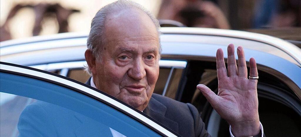 Joan Carles de Borbó, fotografiat a l'entrada d'un cotxe / Europa Press