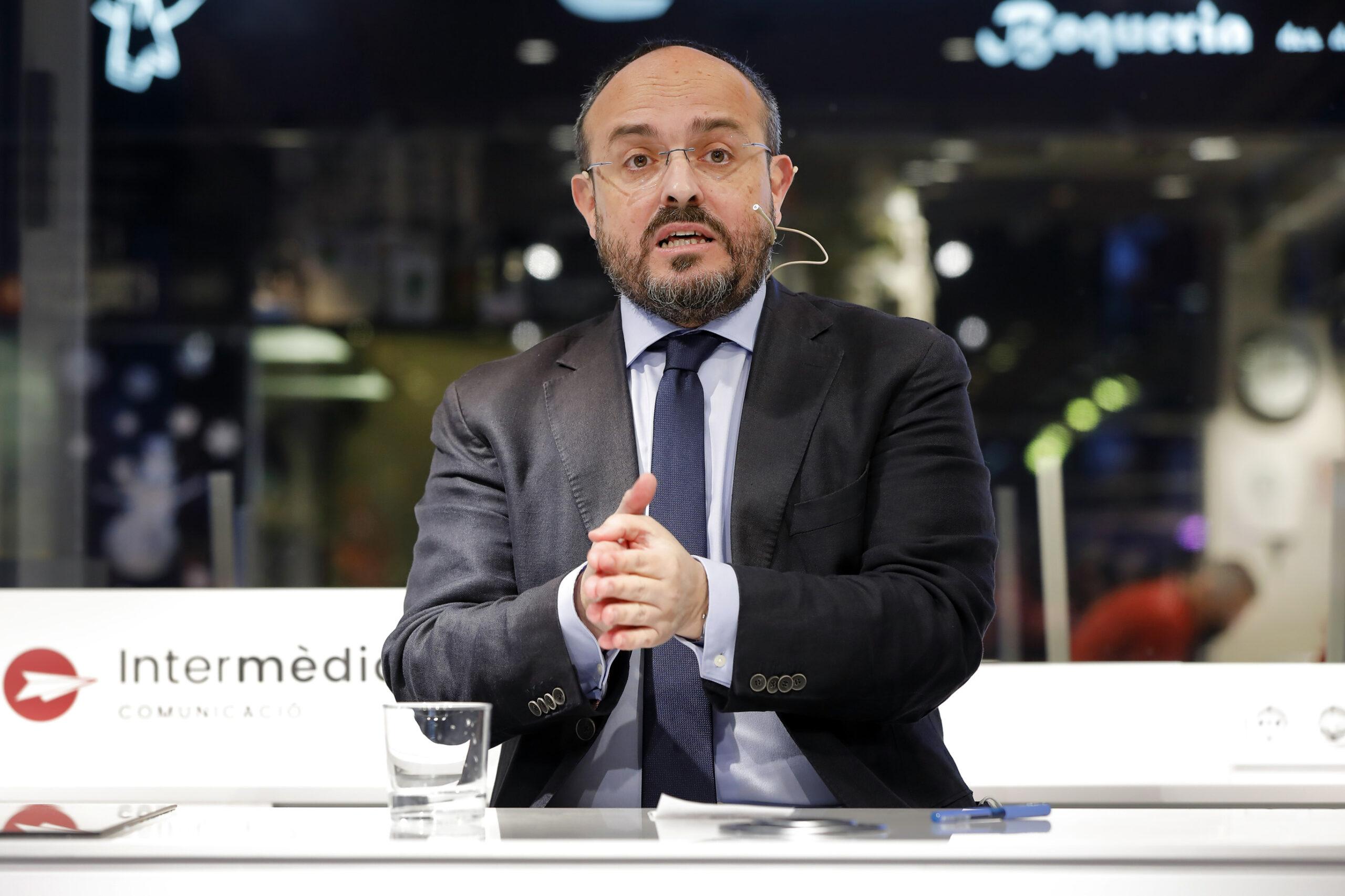 Alejandro Fernández, del PP,  en un acte de campanya