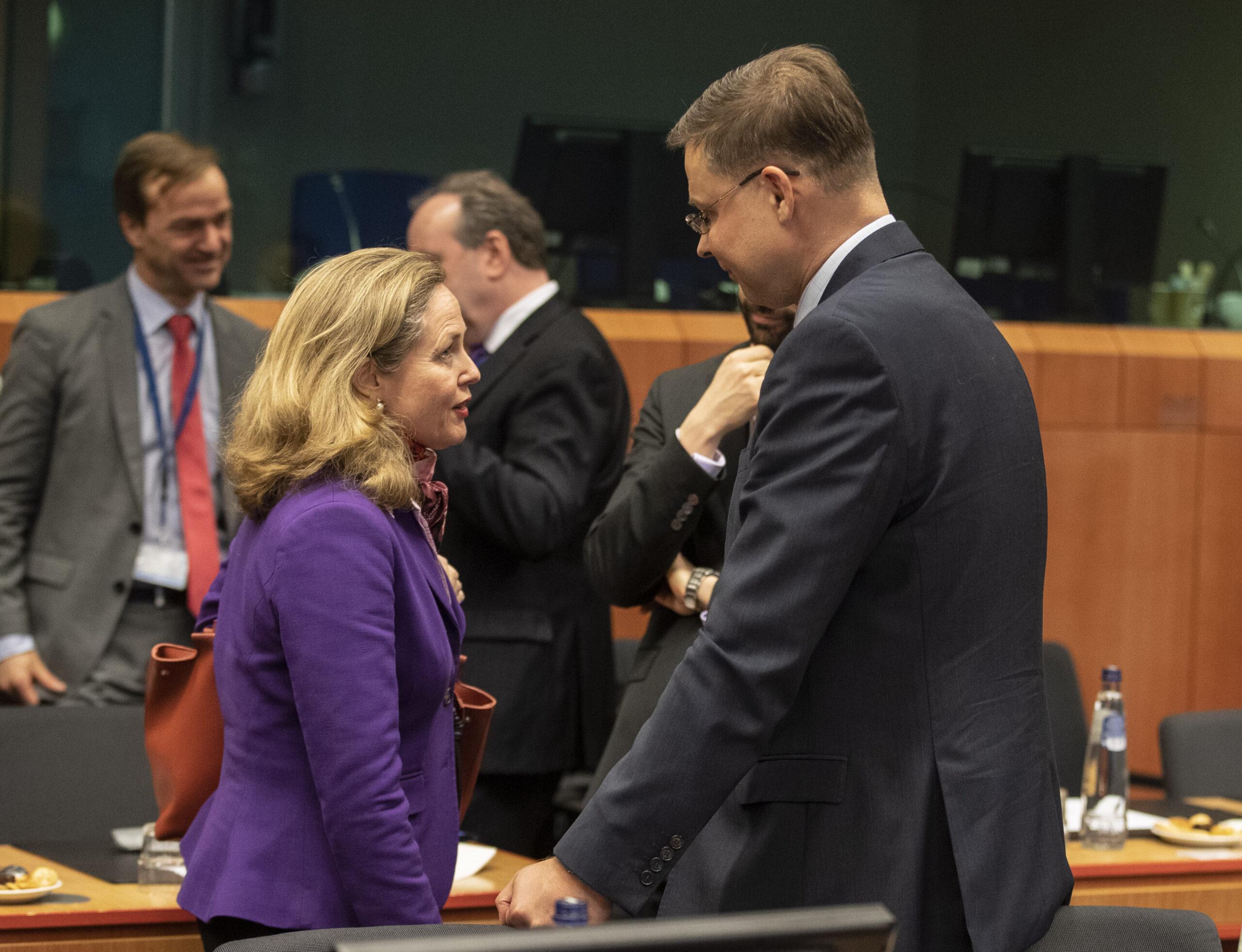 La vicepresidenta econòmica del govern espanyol, Nadia Calviño, i el vicepresident econòmic de la Comissió Europea, Valdis Dombrovskis   ACN