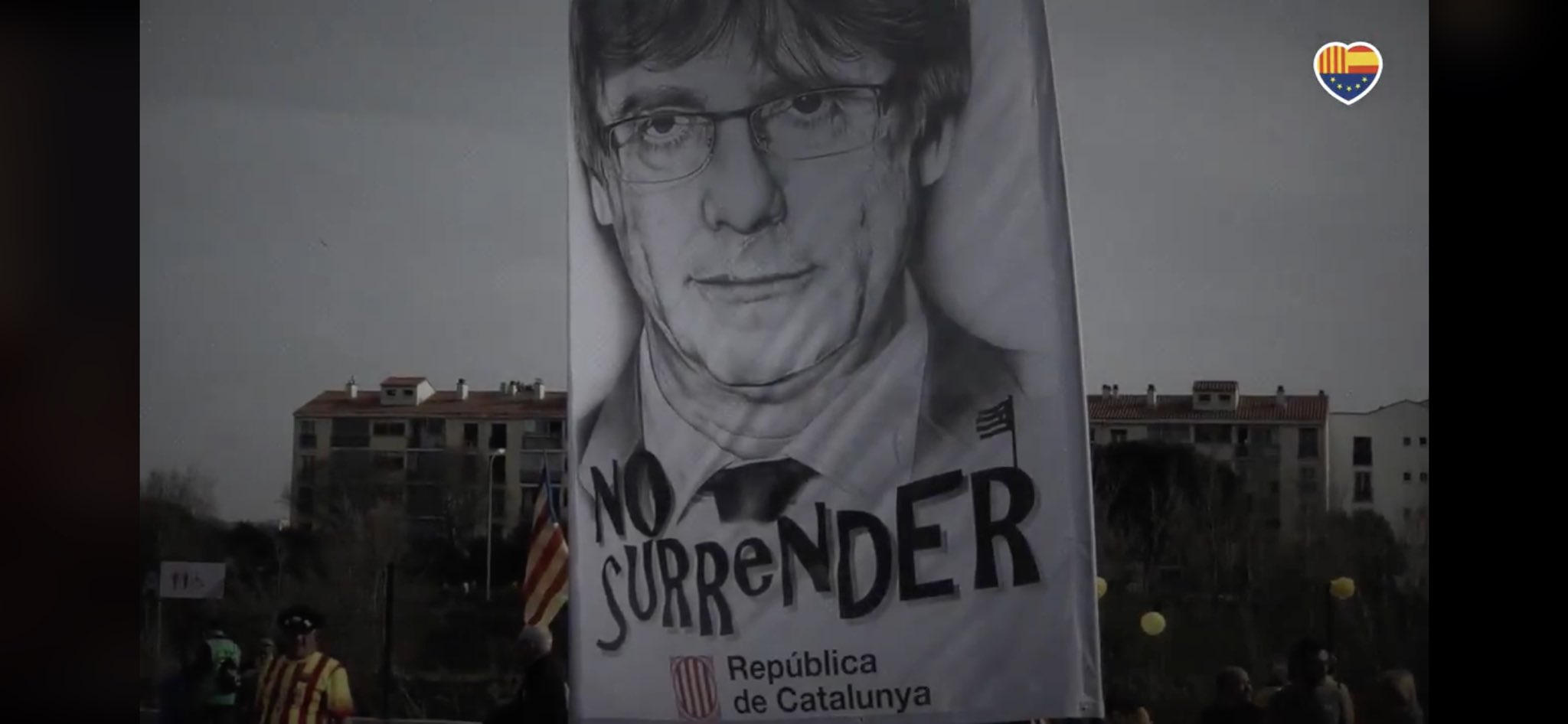 La pancarta amb el dibuix de Bicman