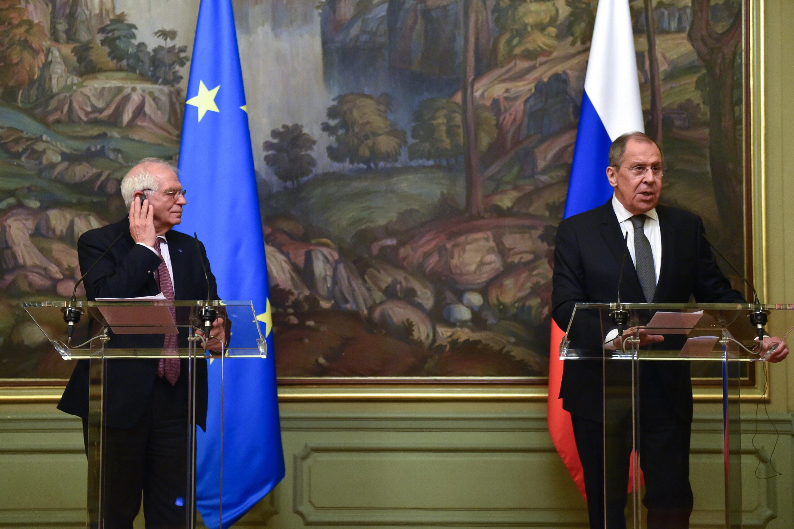 El representant de la diplomàcia de la UE, Josep Borrell, amb el ministre d'Exteriors rus, Sergei Lavrov, a Moscou, aquest divendres, 5 de febrer / Europa Press