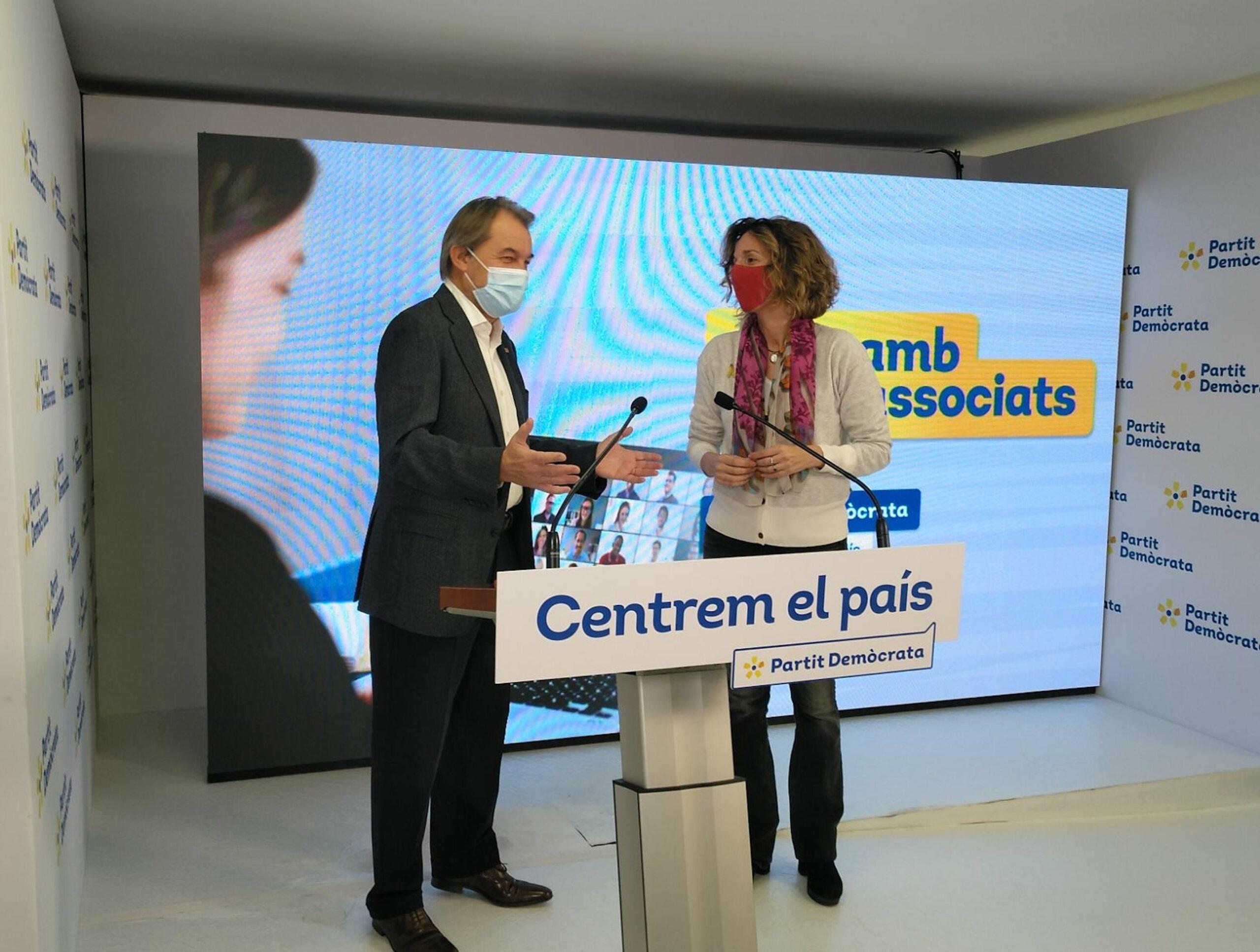 L'expresident de la Generalitat Artur Mas i la candidata Àngels Chacón, en una imatge d'arxiu | ACN