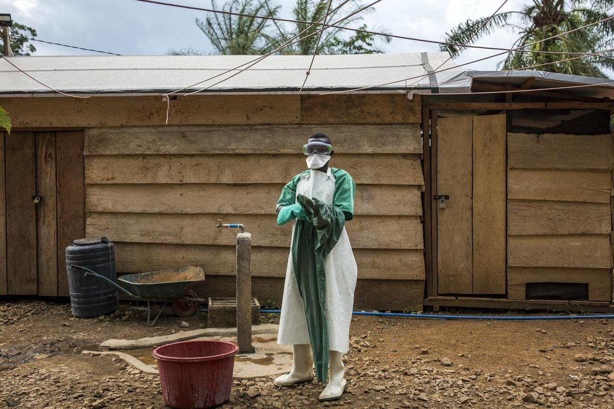 Tractament de l'Ebola, amb el suport de la OMS / ONG WORLD VISION
