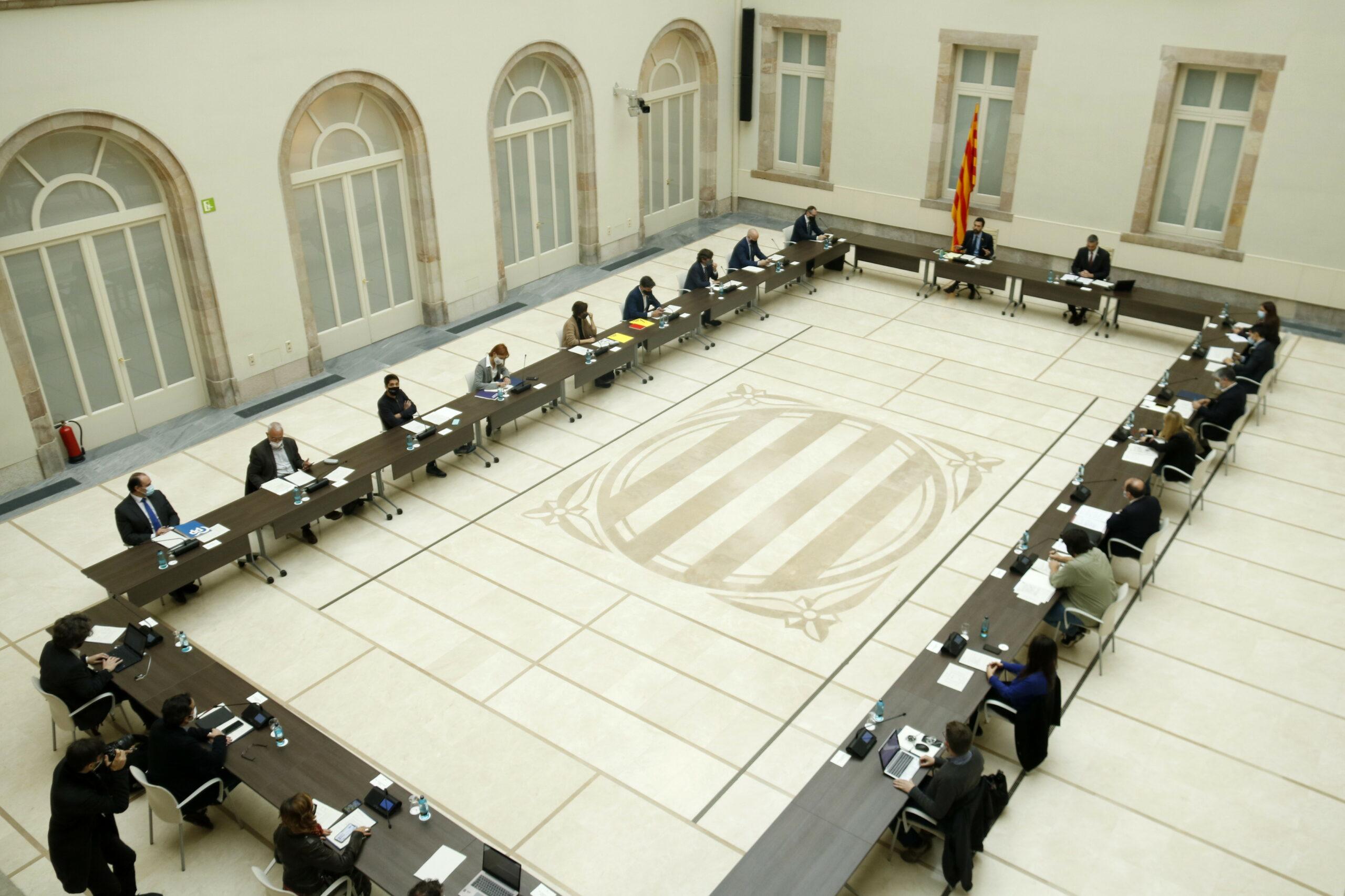 Reunió de la Mesa de grups del Parlament sobre les eleccions del 14-F a l'auditori | ACN