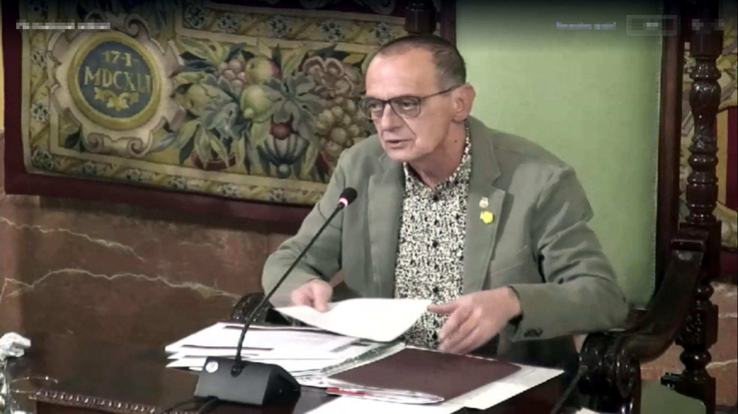 Pla mitjà de l'alcalde de Lleida, Miquel Pueyo, durant el Ple de la Paeria del 26 de febrer del 2021, en una captura de pantalla. (Horitzontal)