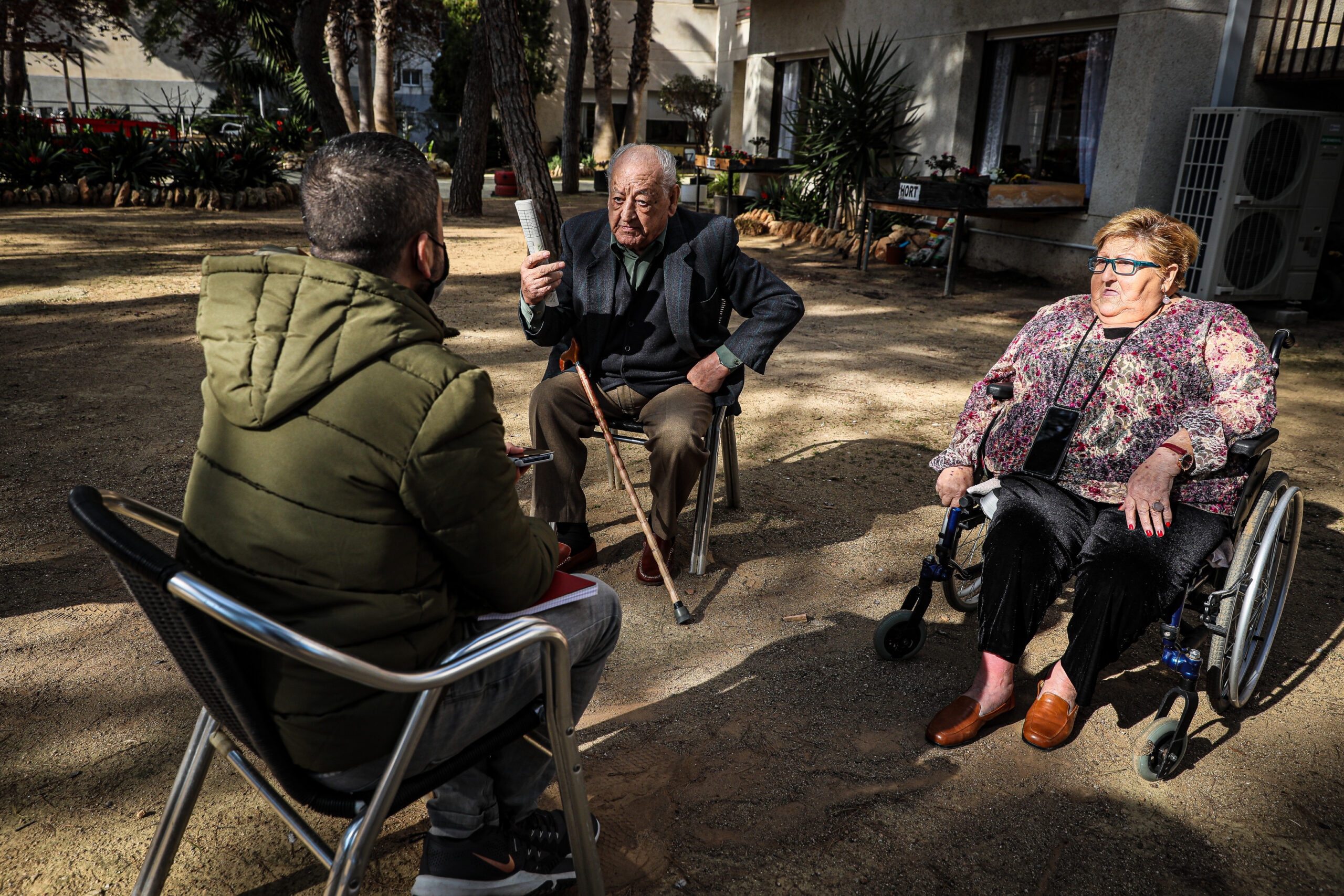 Un moment de l'entrevista d'EL MÓN amb el Francisco i la Isabel a la residència La Muntanyeta de El Vendrell / Jordi Borràs