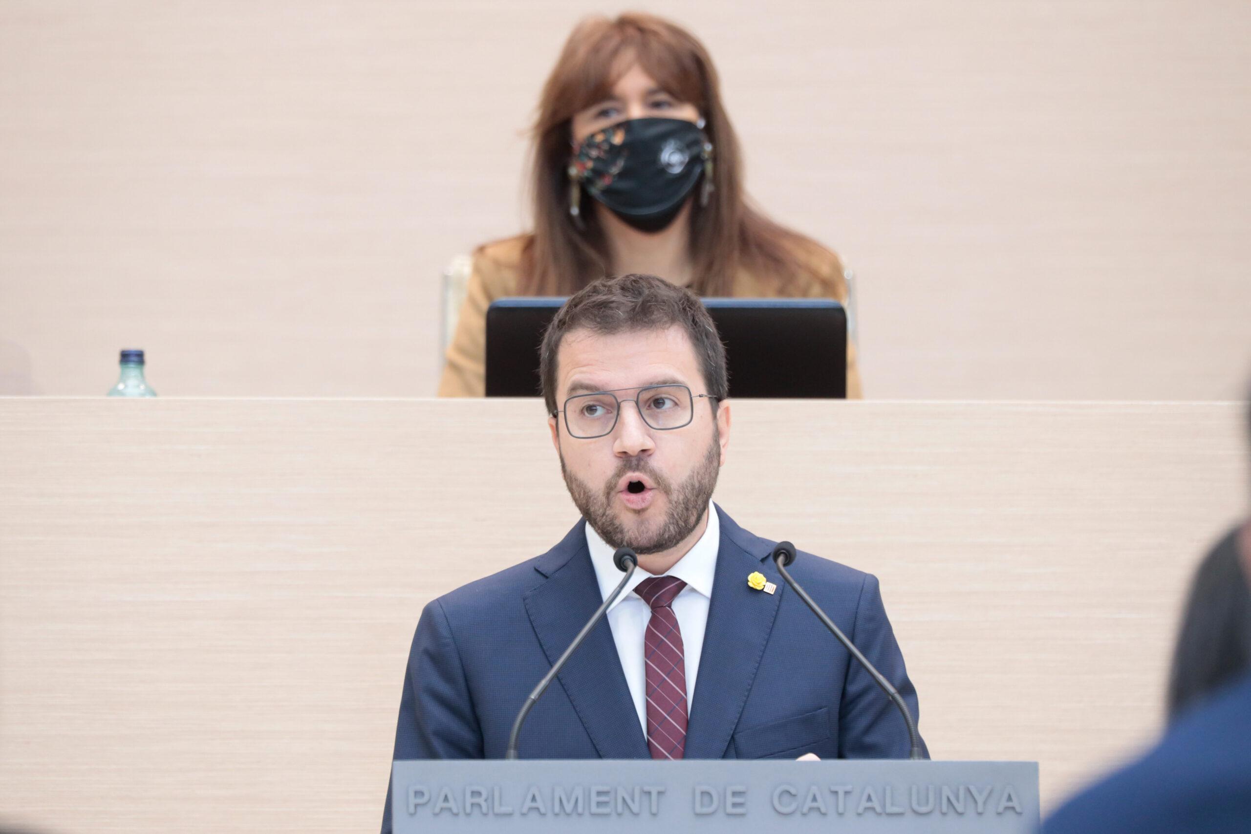 Pere Aragonès, en el debat d'investidura, amb Laura Borràs de fons