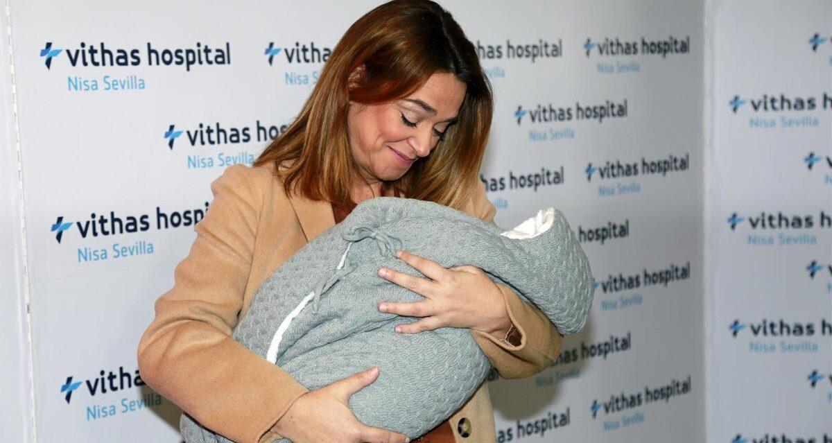 Toñi Moreno presenta la filla a la sortida de l'hospital - Europa Press