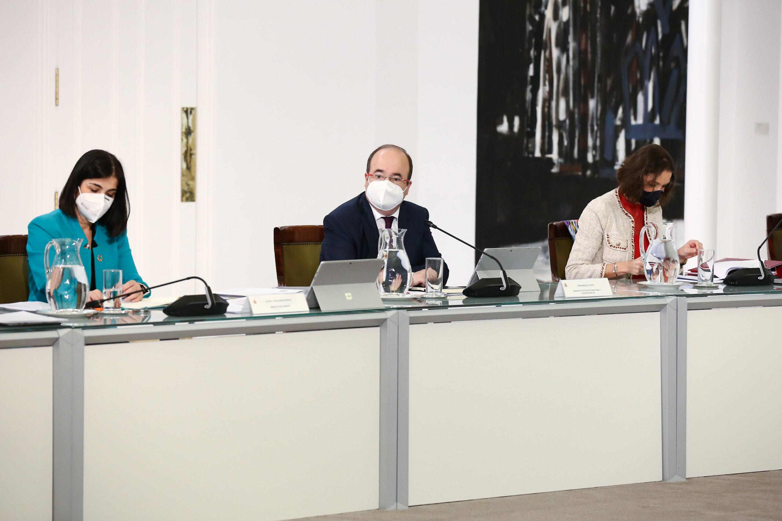 El primer secretari del PSC i ministre de Política Territorial, Miquel Iceta, assegut al seu primer Consell de Ministres / ACN