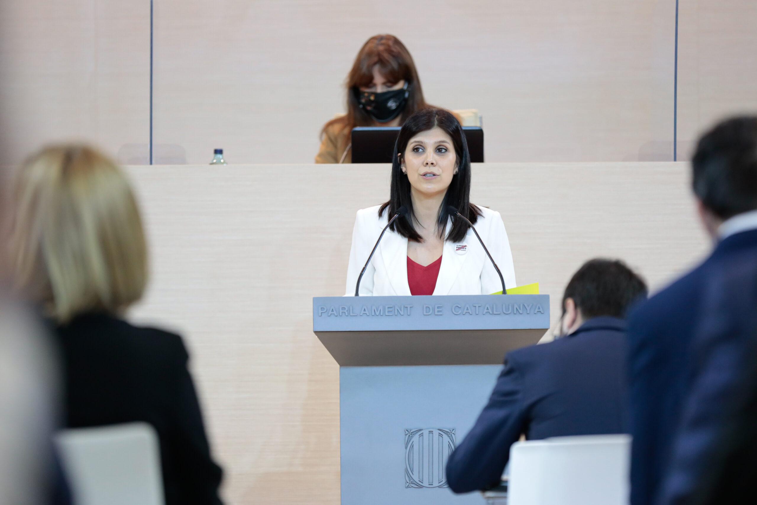 Un moment de la intervenció de la portaveu d'ERC al Parlament, Marta Vilalta, durant el debat d'investidura de Pere Aragonès. Barcelona, 26 de març del 2021. Pla mig. (Horitzontal)