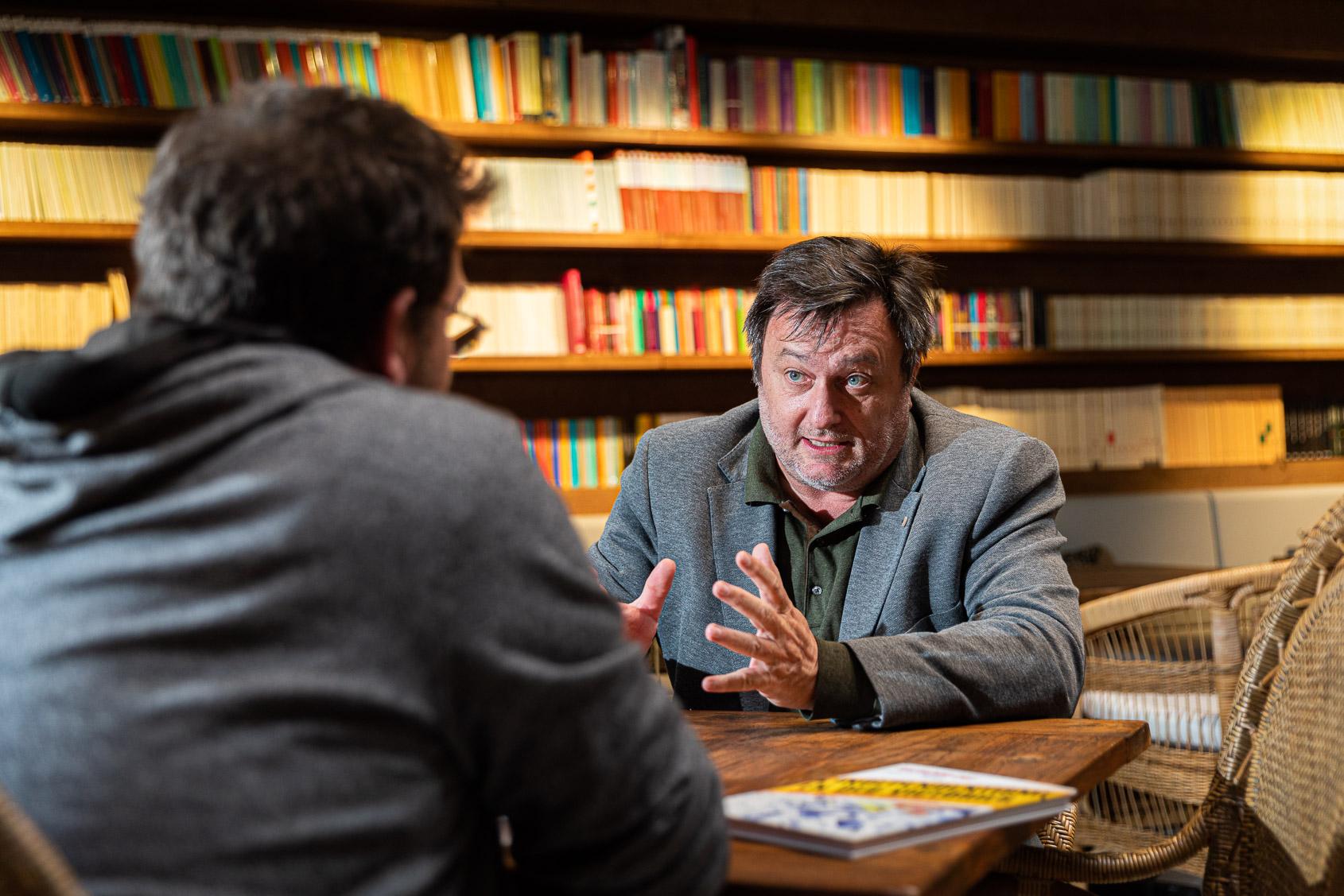 Salvador Cot, editor del Grup El Món, entrevistat per Albano-Dante Fachín / Jordi Borràs