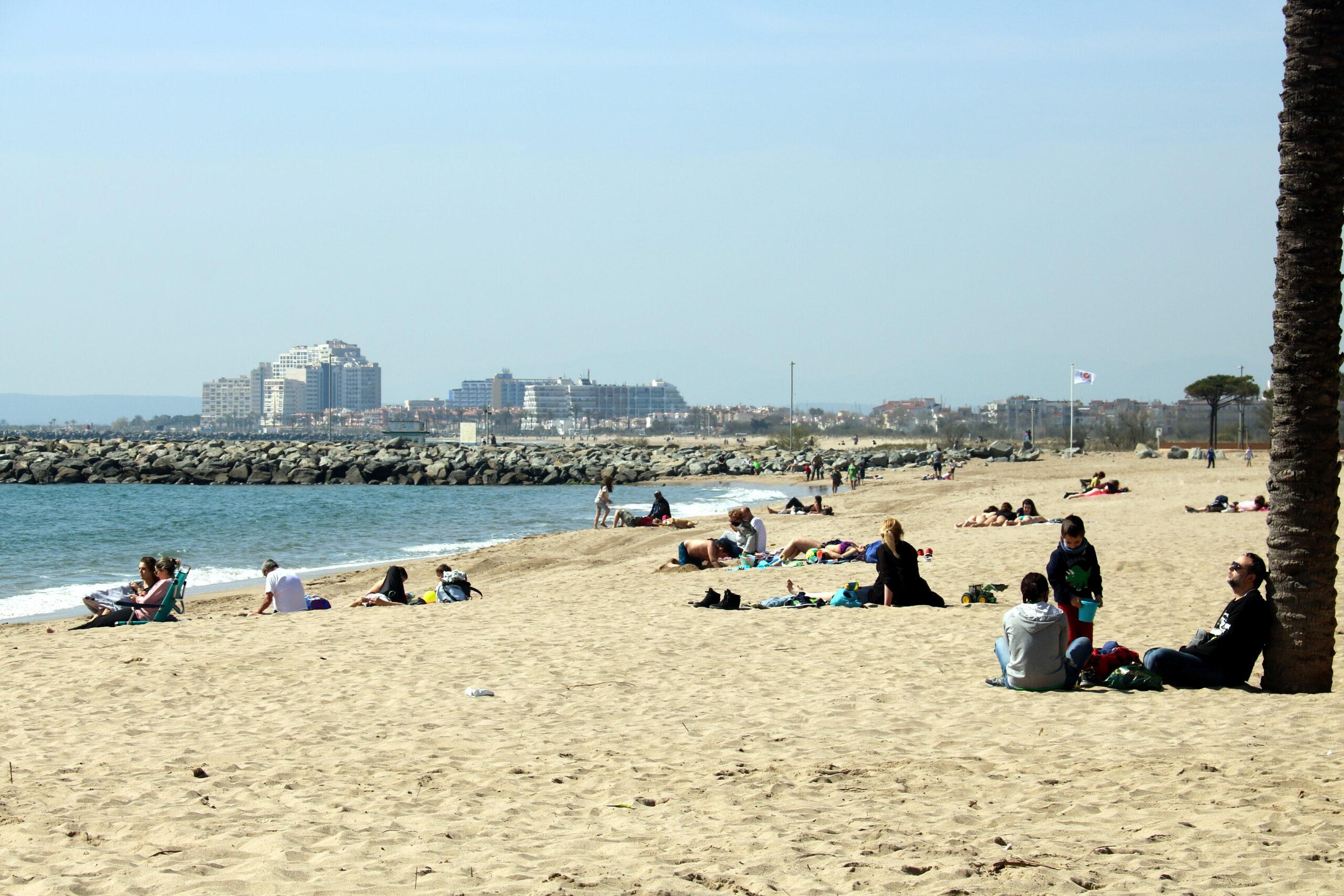 Imatge d'arxiu d'una platja catalana / ACN