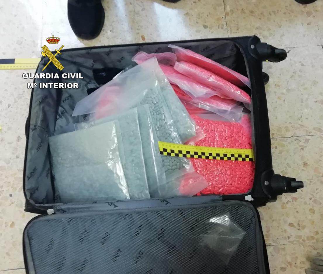 Diversos paquets amb pastilles d'MDMA trobats per la Guàrdia Civil entre l'equipatge d'un conductor (ACN)