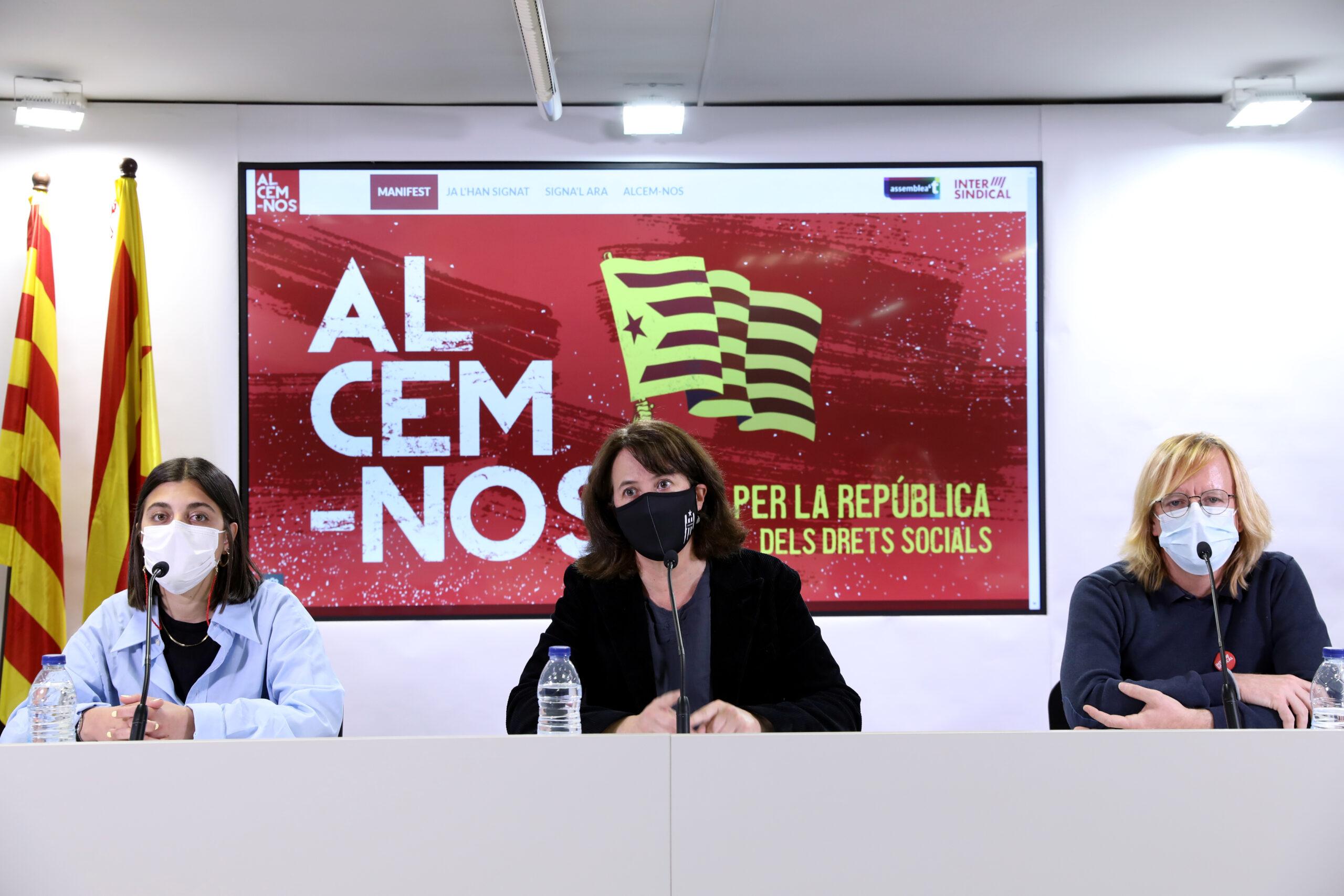 La presidenta de l'ANC, Elisenda Paluzie, i el secretari general de la Intersidincal, Sergi Perelló, en roda de premsa per presentar la campanya 'Alcem-nos'   ACN