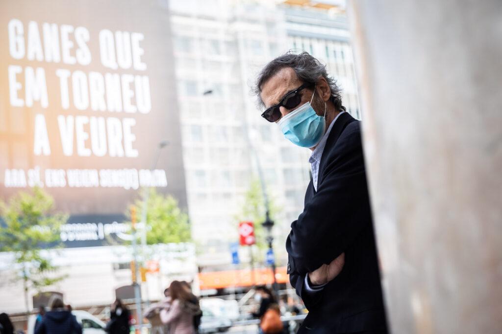 El farmacòleg Joan-Ramon Laporte al Passeig de Gràcia de Barcelona / Jordi Borràs