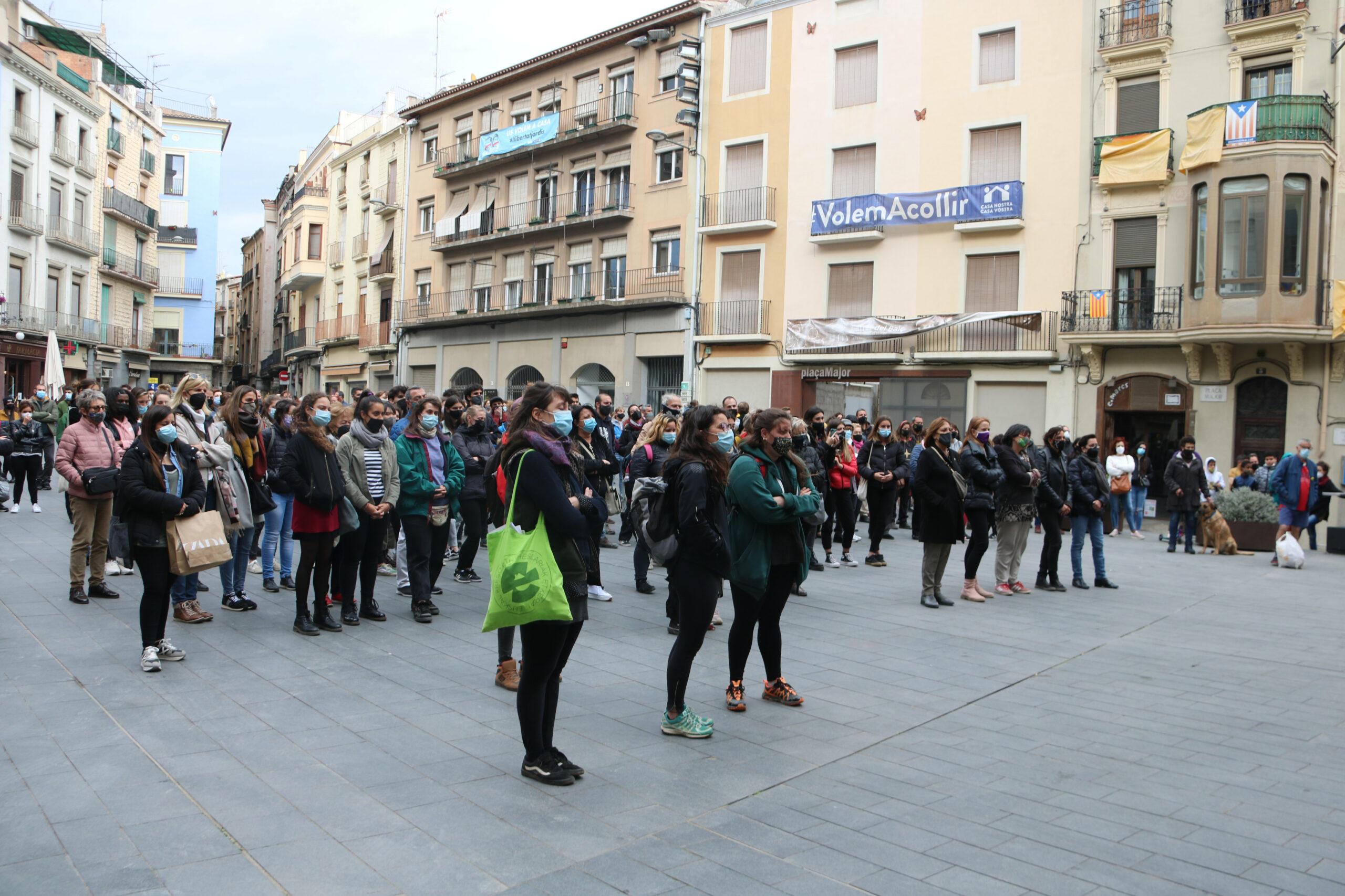 Pla general de les assistents a la concentració. Imatge del 15 d'abril del 2021. (Horitzontal)