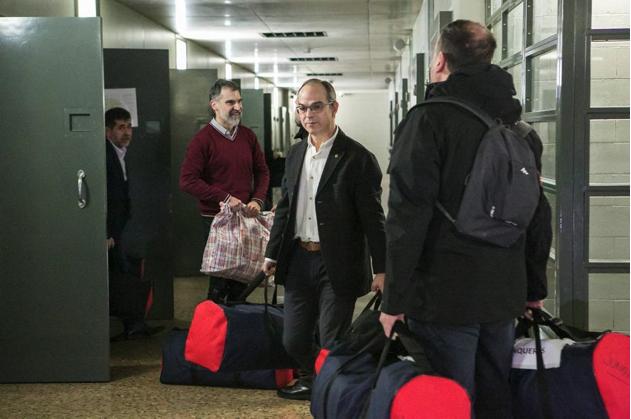 Justícia fa públiques imatges inèdites del trasllat dels presos polítics al judici de l'1-O