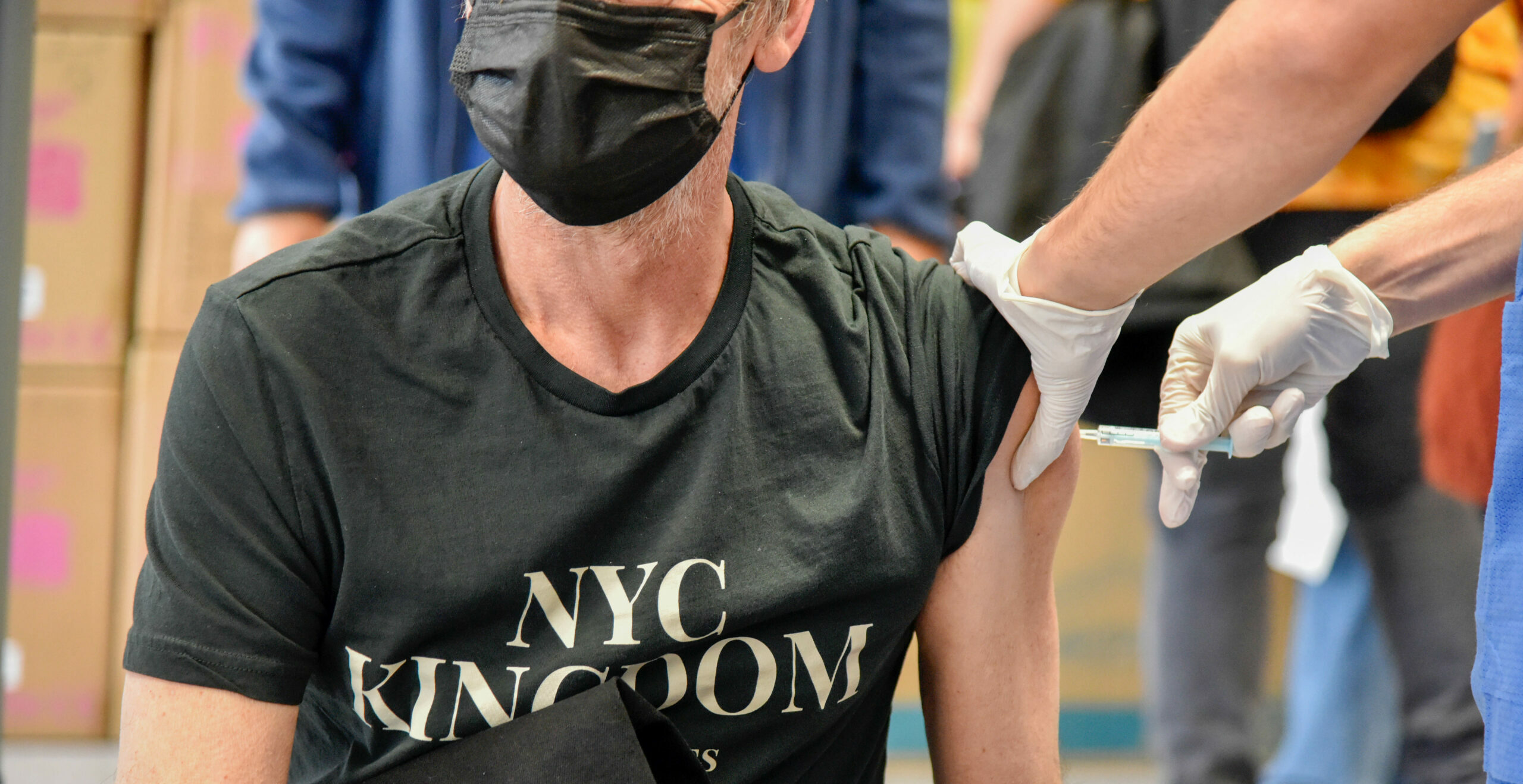 Un home es vacuna a Barcelona / EP