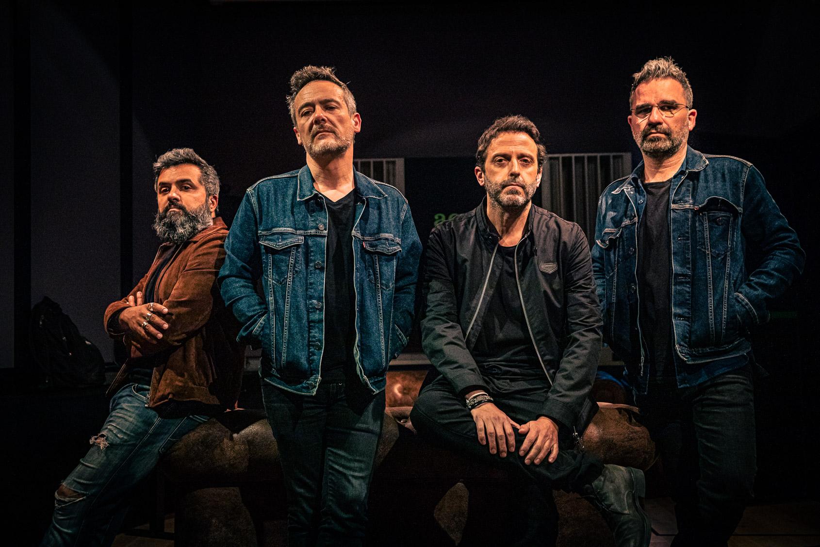 Els membres de Love of Lesbian. D'esquerra a dreta: Julián Saldarriaga (guitarra), Santi Balmes (veu), Oriol Bonet (bateria) i Jordi Roig (guitarra) | JORDI BORRÀS