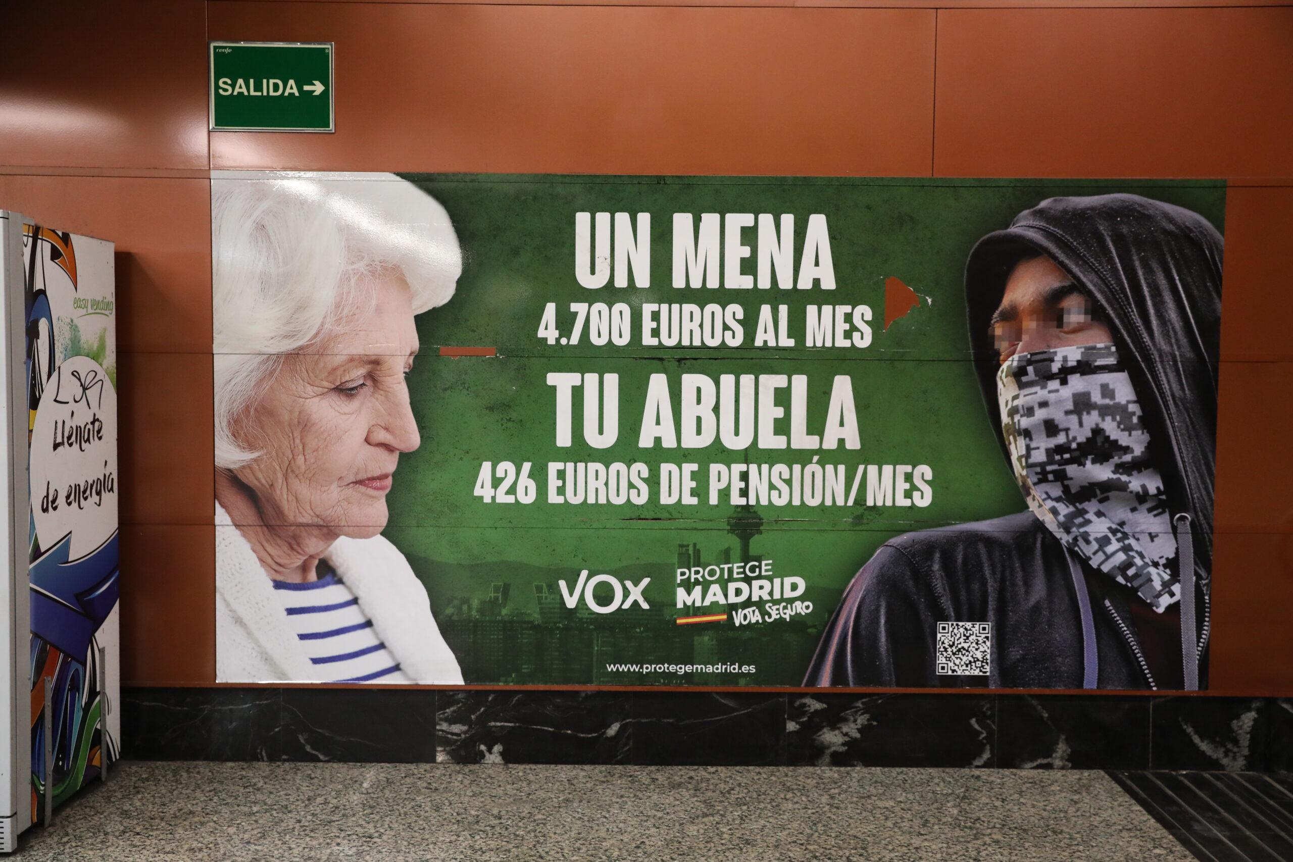 Cartell electoral de Vox a Madrid que assenyala els menors no acompanyats / Europa Press