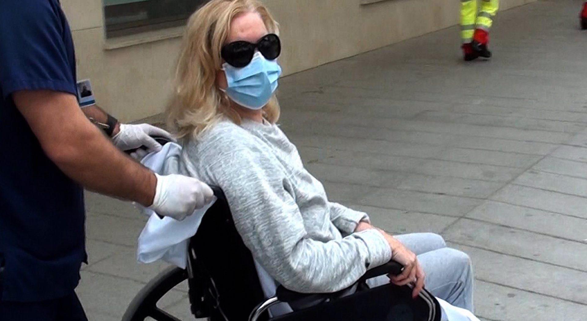 Bárbara Rey abandona l'hospital amb cadira de rodes - Europa Press