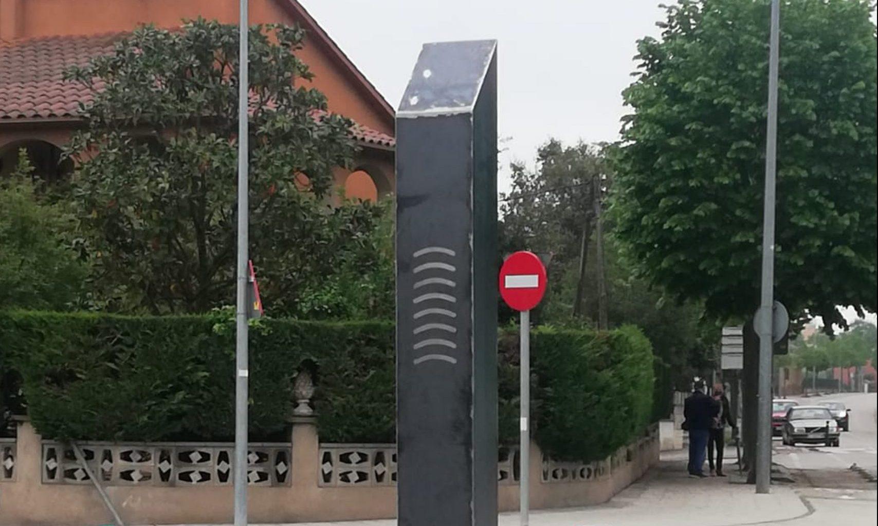 El monòlit aparegut a Celrà el 30 d'abril de 2021 / ACN