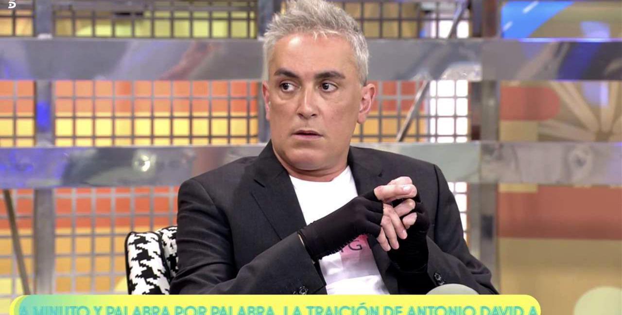Kiko Hernández, forçat a treballar amb guants - Telecinco