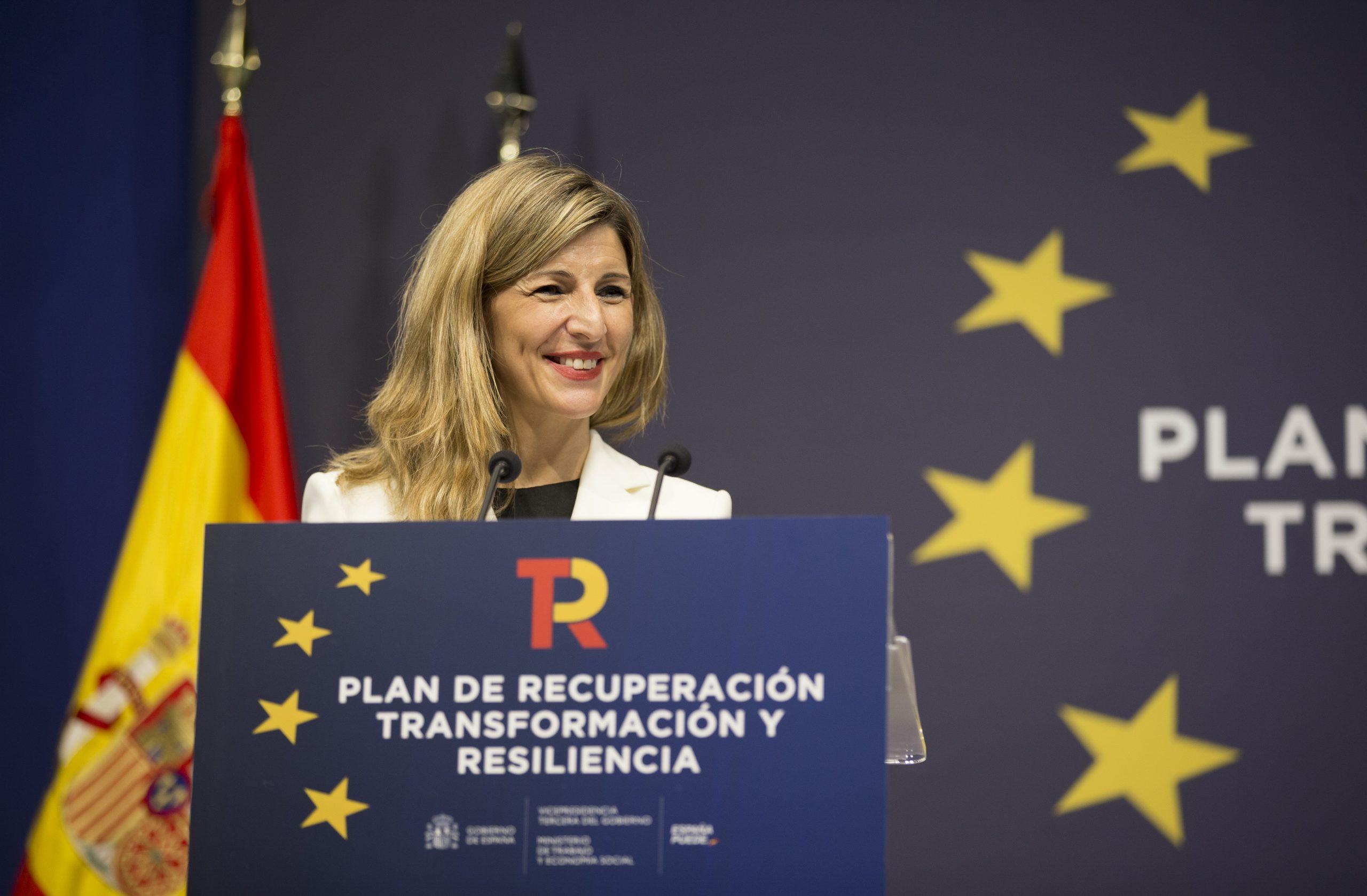 Pla mitjà de la vicepresidenta tercera del govern espanyol i ministra de Treball i Economia Social, Yolanda Díaz, en una roda de premsa aquest 10 de maig del 2021 (Horitzontal)
