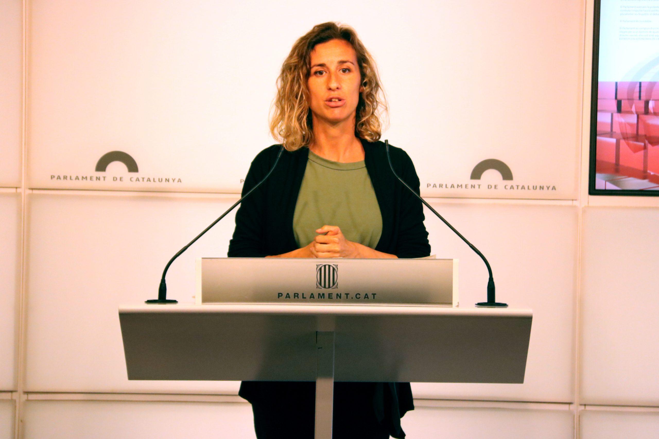 La diputada de la CUP-G Laia Estrada, en roda de premsa al Parlament l'11 de maig de 2021 / ACN
