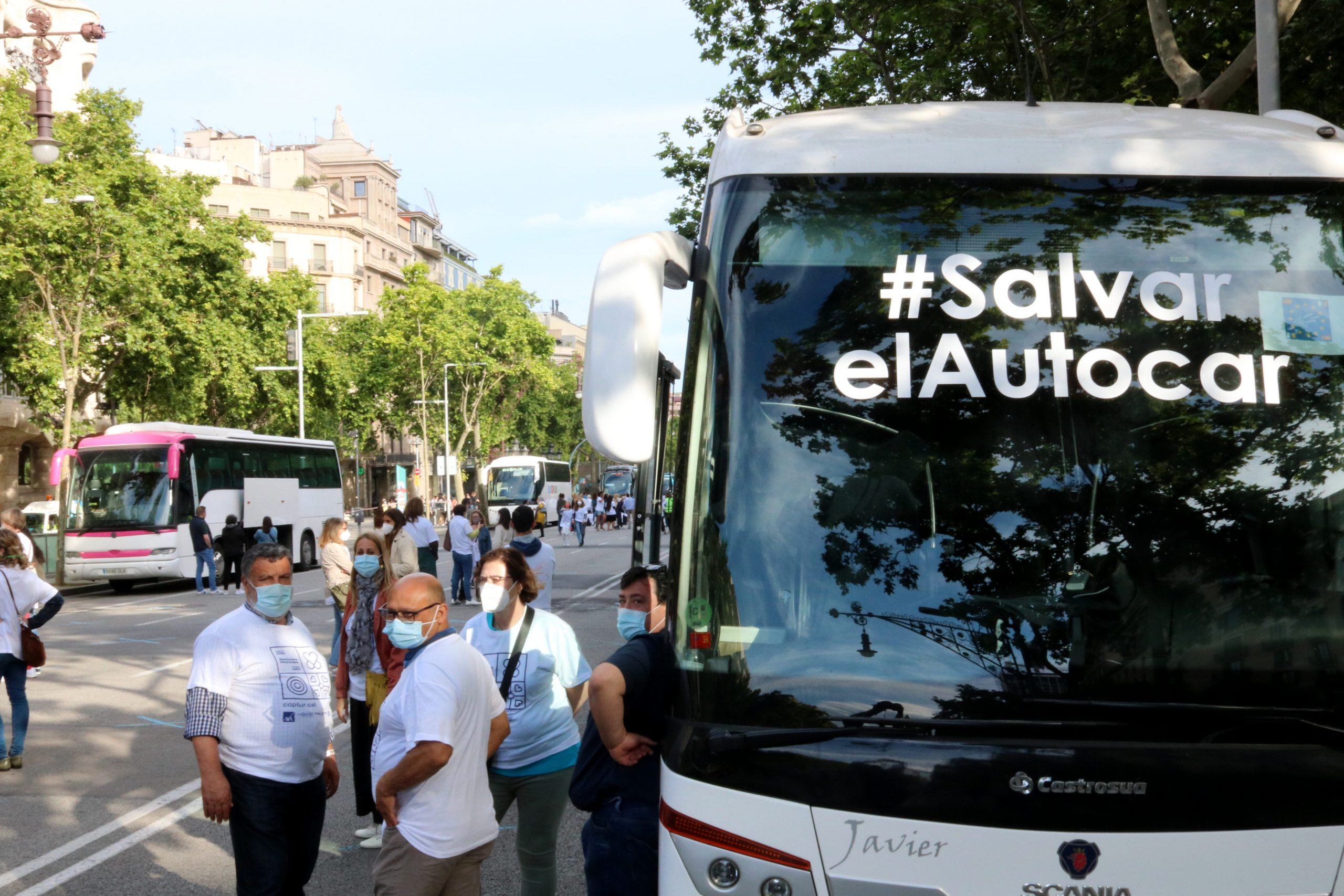 Un dels autocars presents a l'acte reivindicatiu de COPTUR al centre de Barcelona | ACN