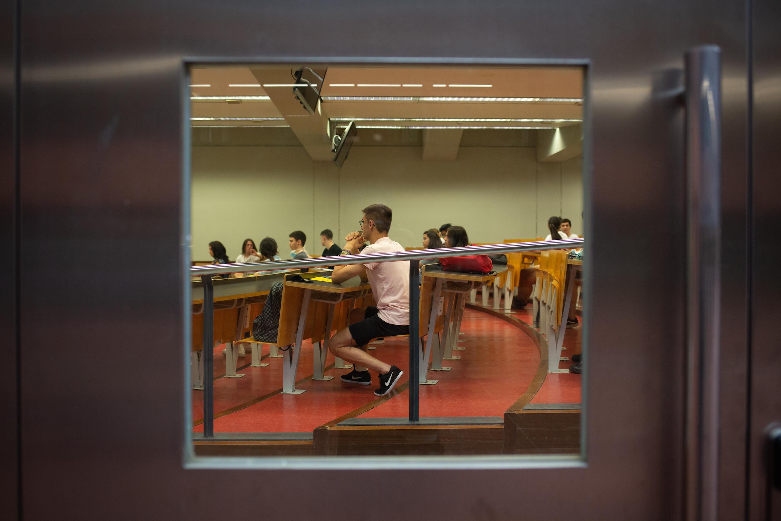 Estudiants en una aula