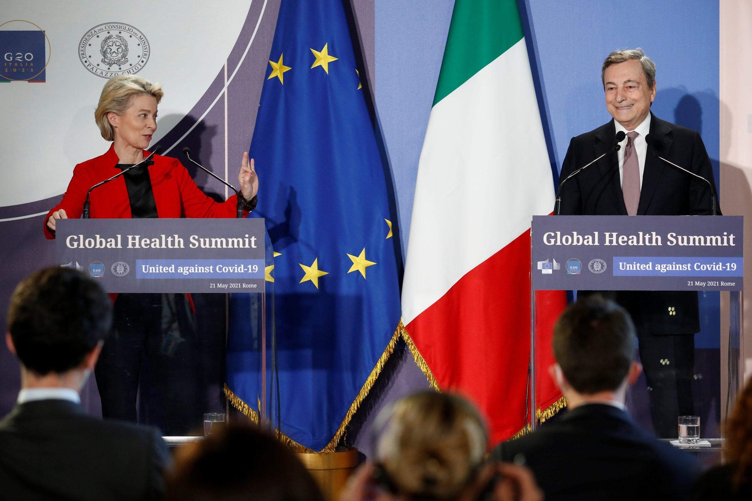 El primer ministre italià, Mario Draghi, i la presidenta de la Comissió Europea, Ursula von der Leyen, en la roda de premsa de la reunió del G-20, aquest divendres / REUTERS/ACN