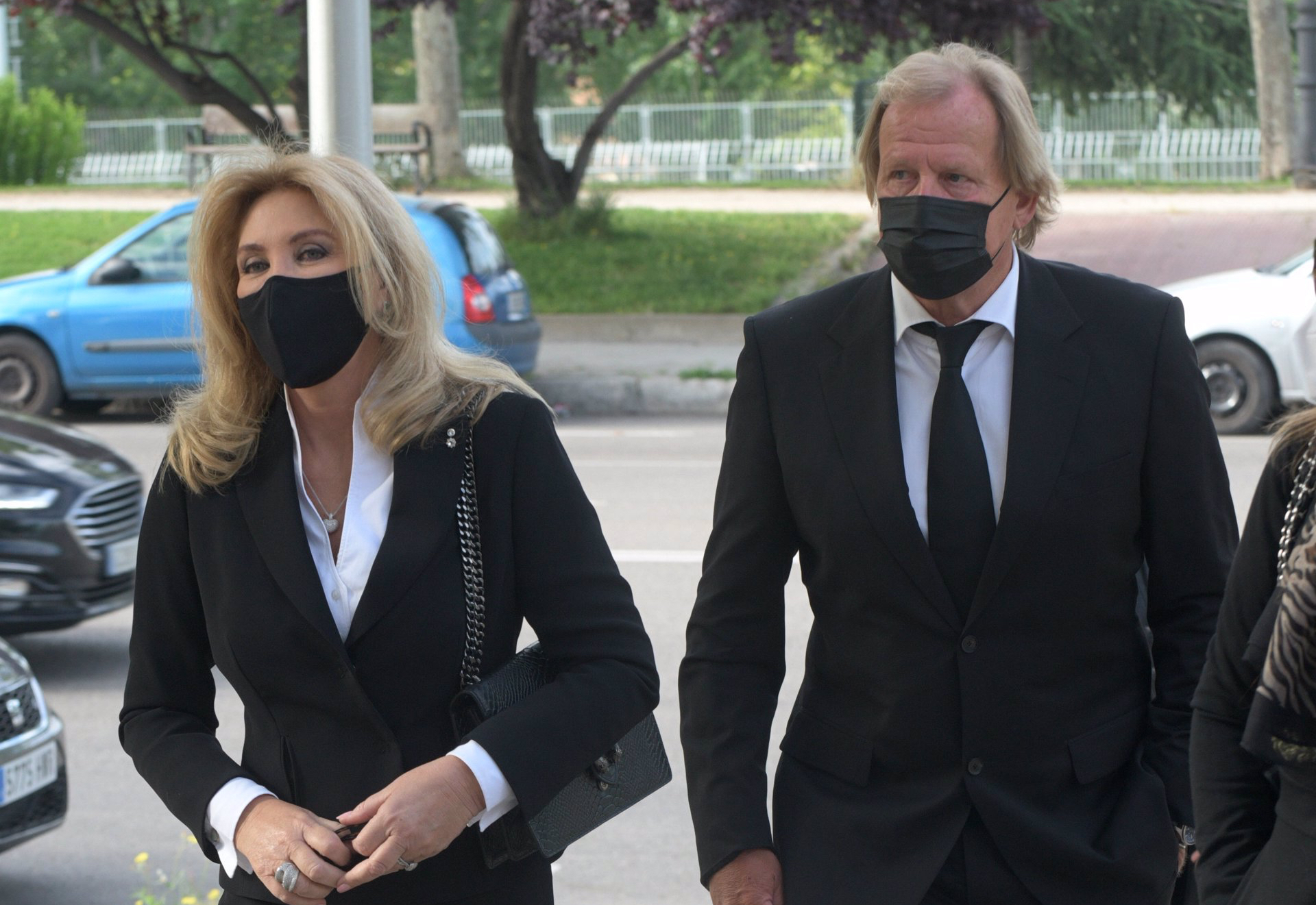 Norma Duval arriba al tanatori acompanyada del seu marit - Europa Press