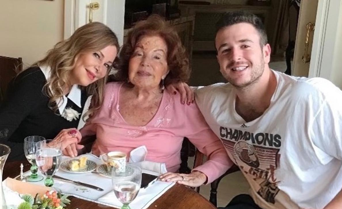 Ana Obregón amb la seva mare i el seu fill   Instagram