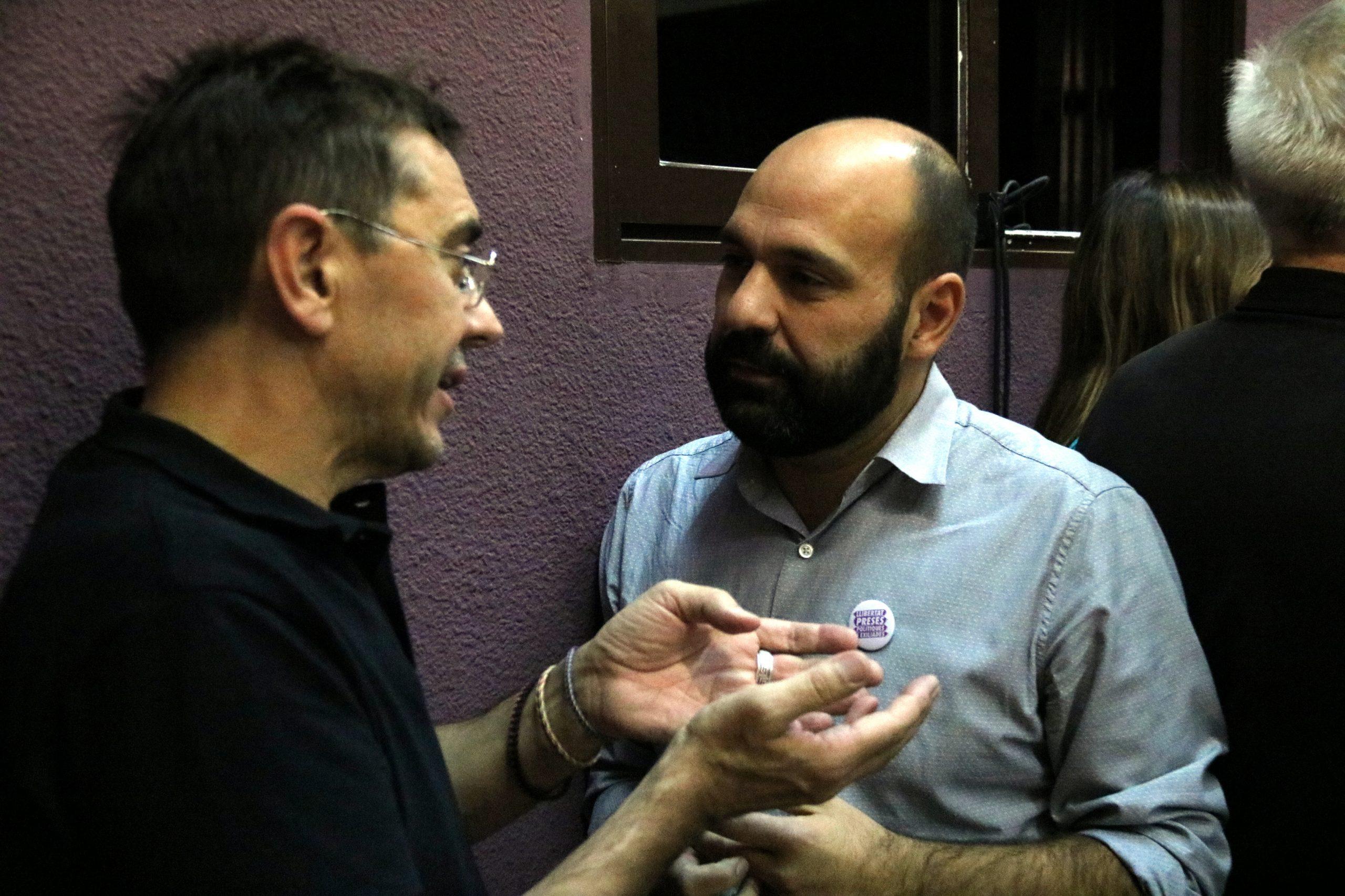 El vicepresident d'Òmnium, Marcel Mauri, i el cofundador de Podem Juan Carlos Monedero, aquest dijous 4/10/2018 a Madrid / ACN