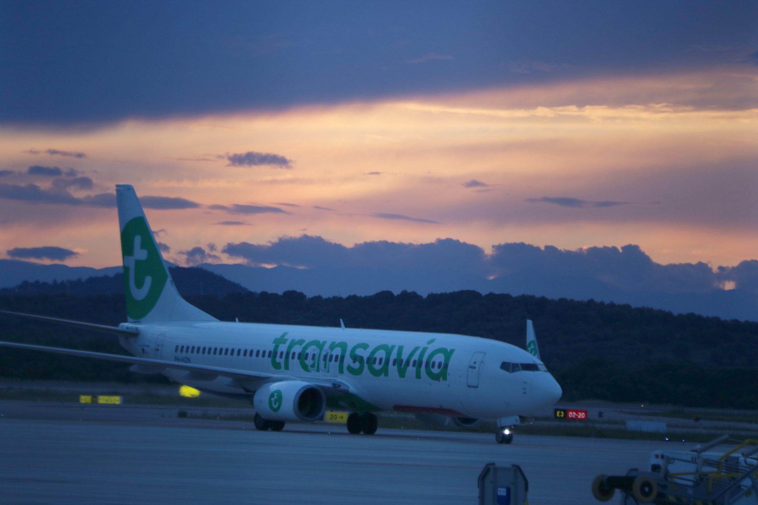 L'avió de Transavia després d'aterrar a l'aeroport de Girona Costa Brava aquest dissabte 29 de maig de 2021 / ACN