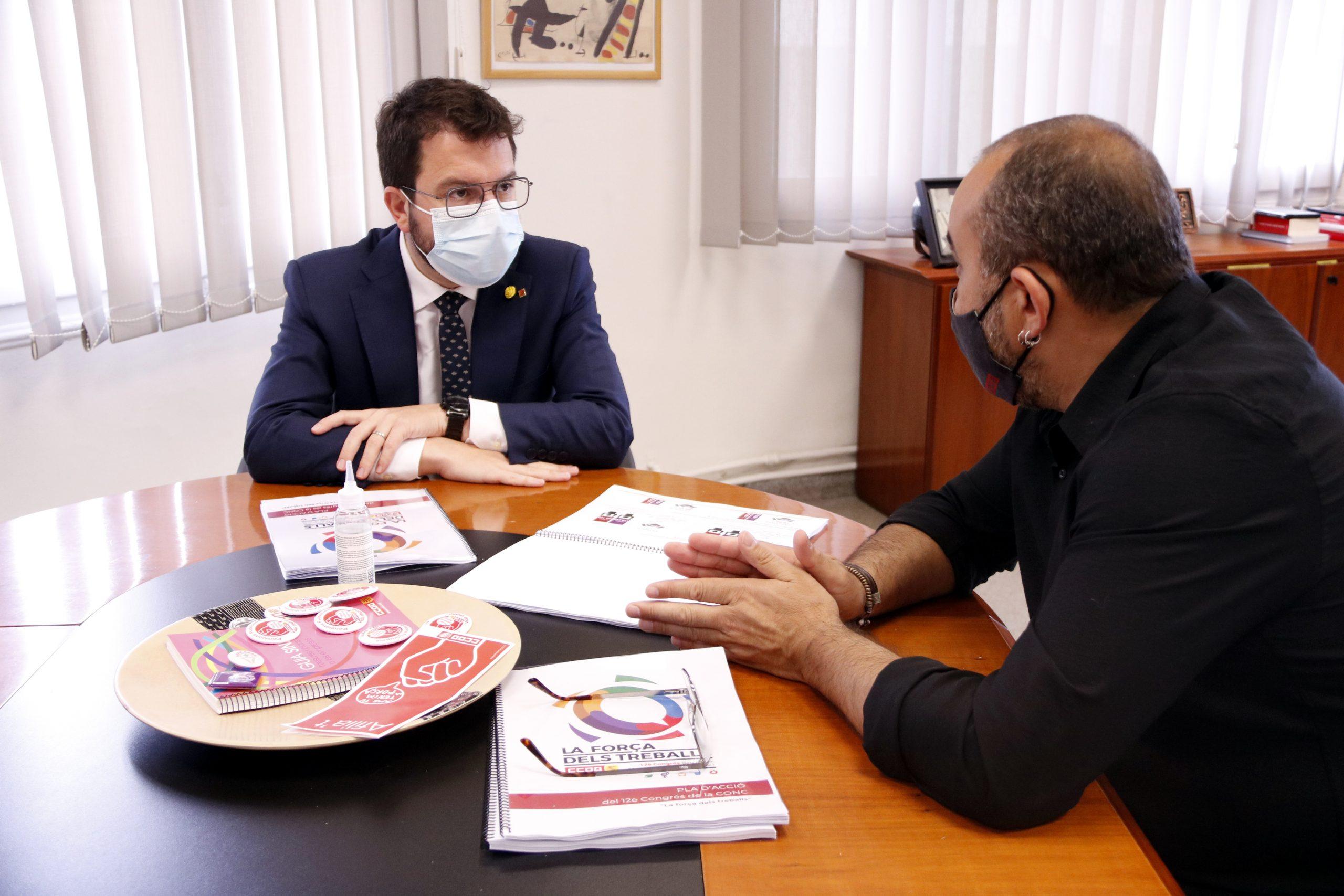 Pere Aragonès i Javier Pacheco reunits a la seu de CCOO de Catalunya, el 31 de maig del 2021 (Horitzontal).