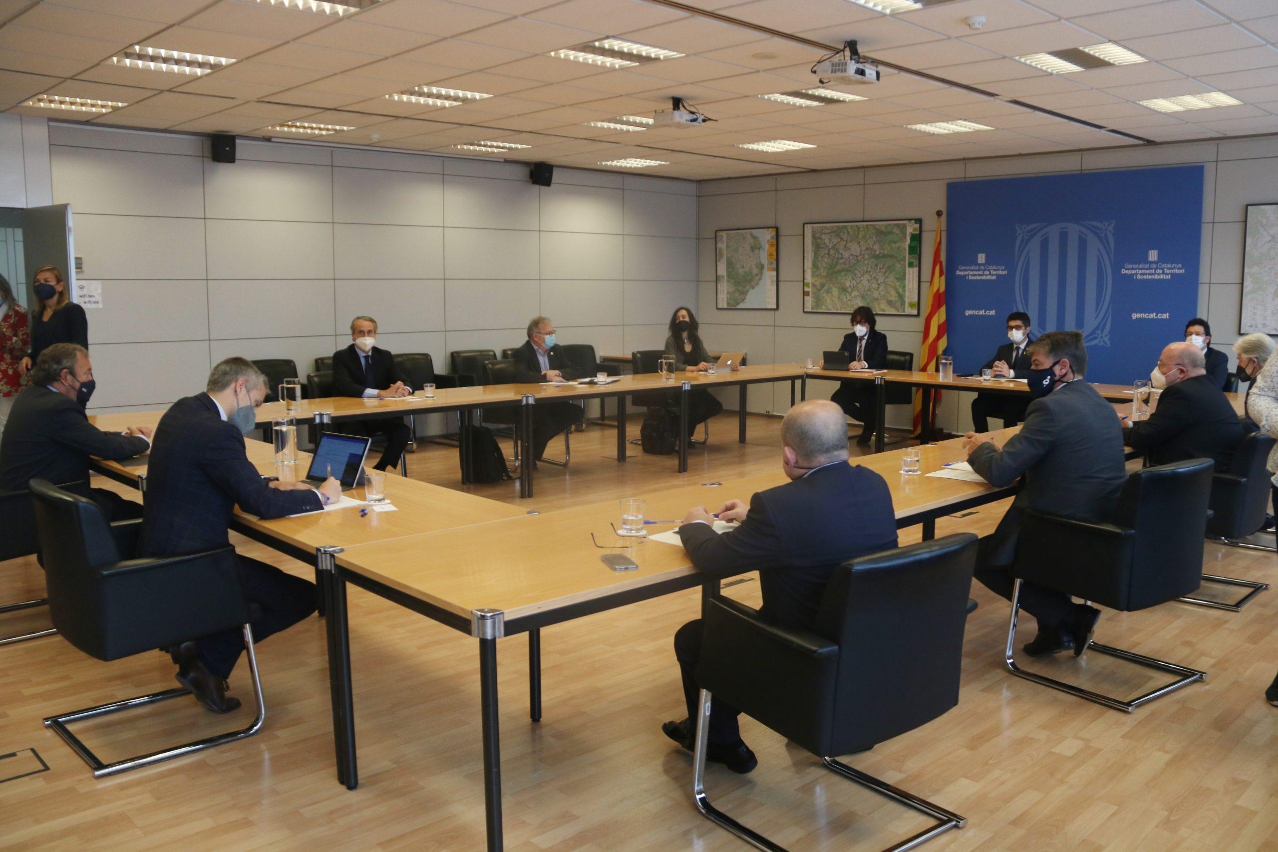 Reunió que ha mantingut el vicepresident de la Generalitat, Jordi Puigneró, amb els agents econòmics sobre l'ampliació de l'aeroport del Prat | ACN
