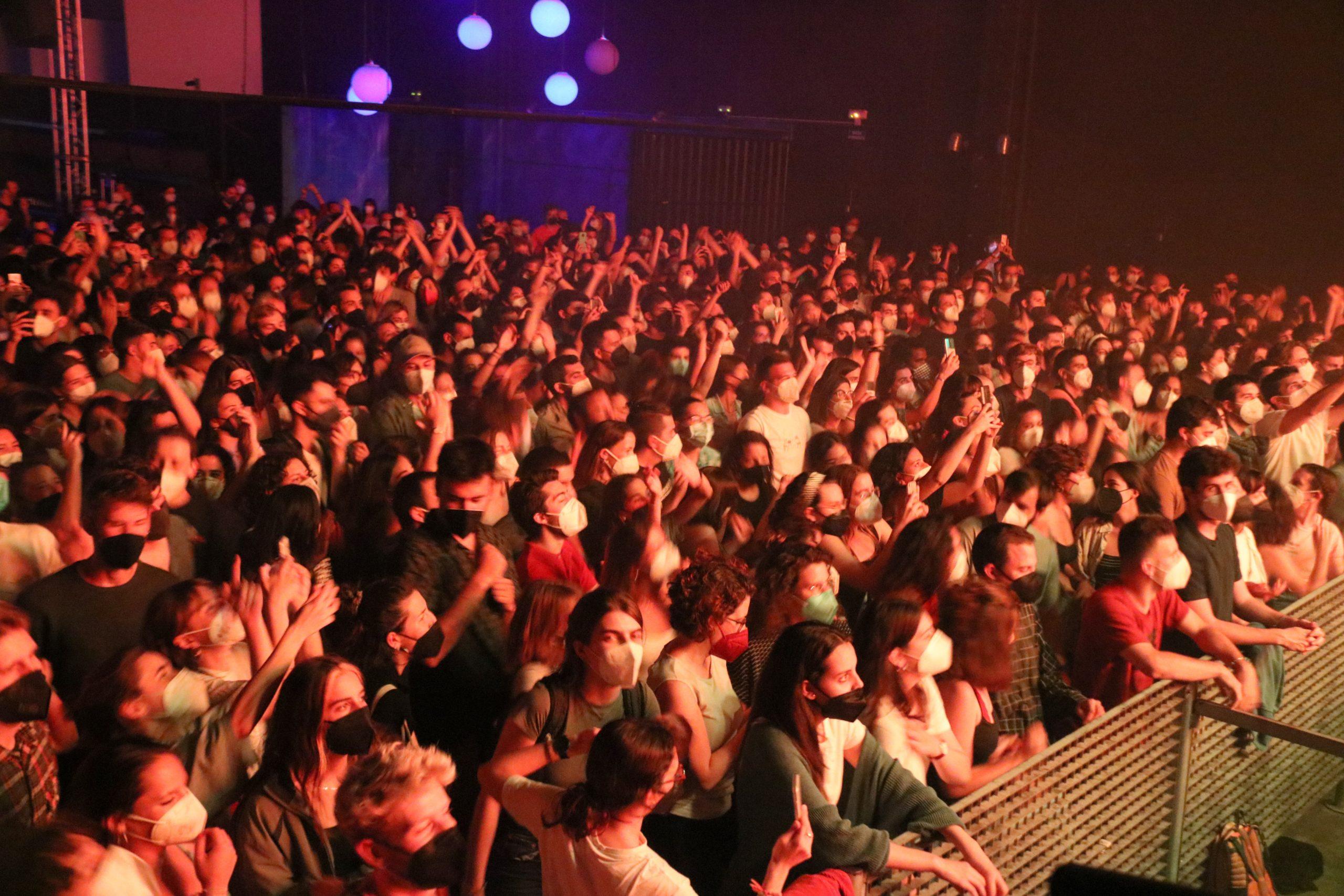 El públic que ha assistit al concert de Manel aquest divendres 21 de maig de 2021 a la Sala Mirona de Salt.