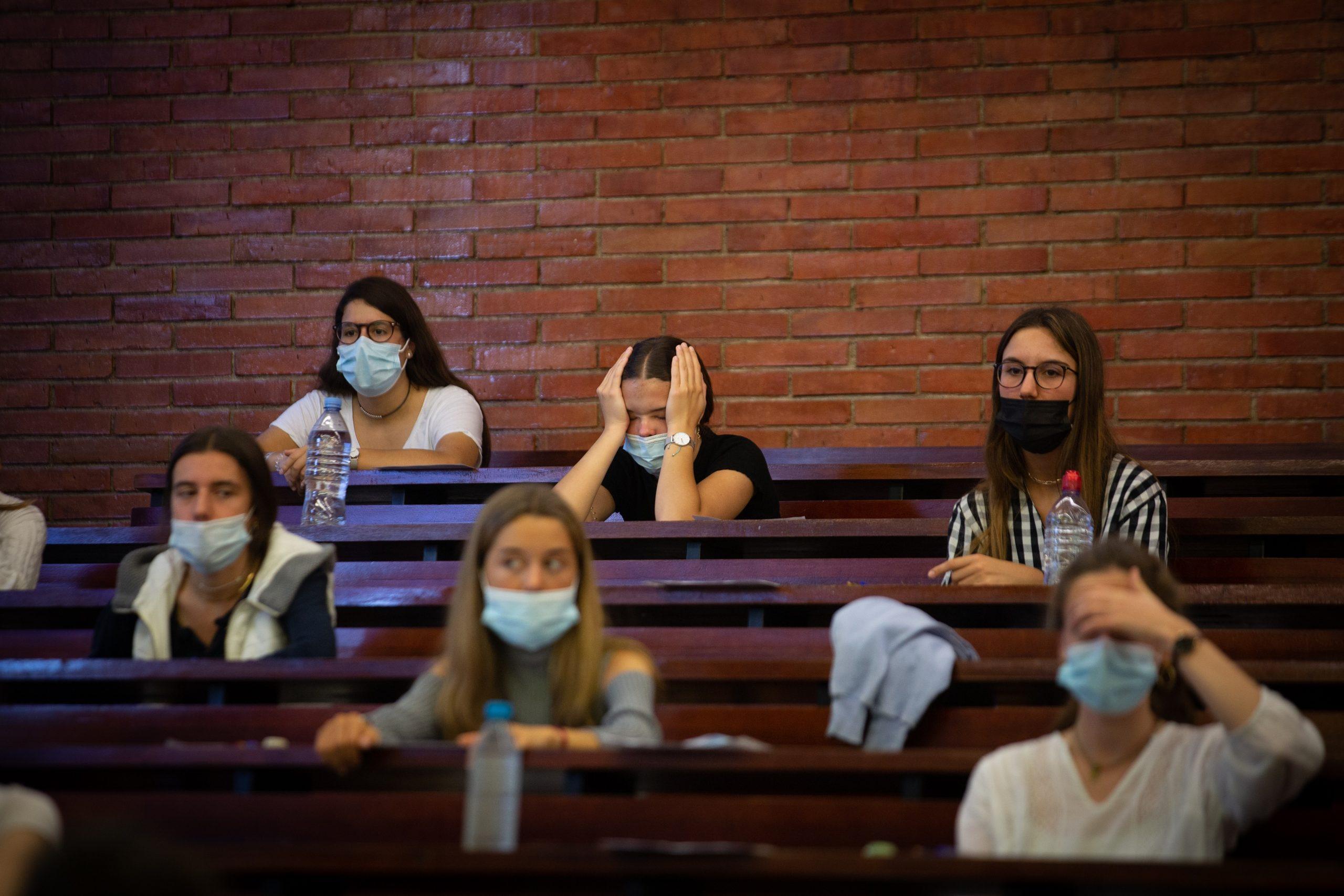 Estudiants abans del primer examen de la selectivitat DAVID ZORRAKINO - EUROPA PRESS 8/6/2021